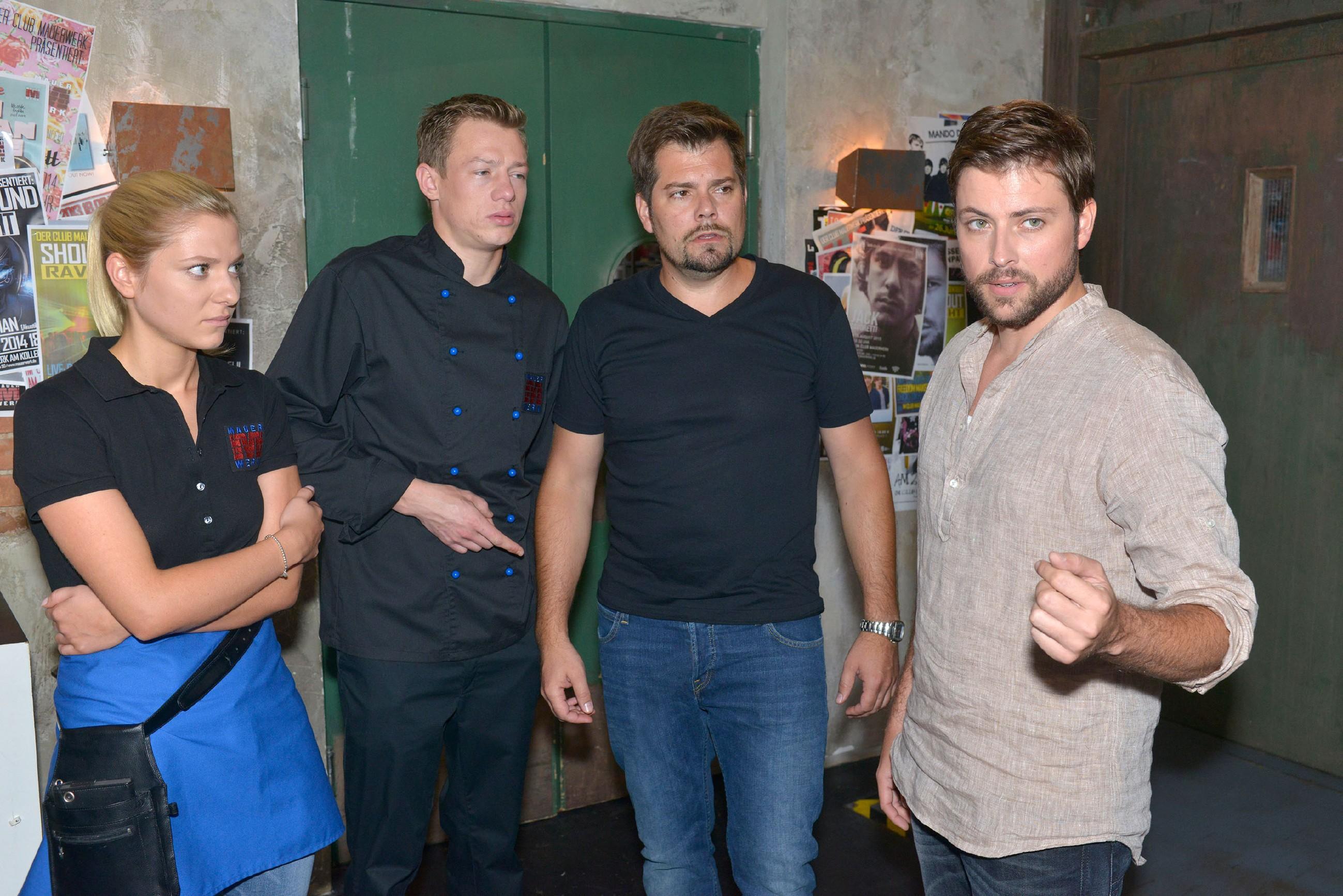 Sunny (Valentina Pahde), Vince (Vincent Krüger), Leon (Daniel Fehlow) und John (Felix von Jascheroff) müssen das Mauerwerk wegen der giftigen Pilze vorübergehend schließen.