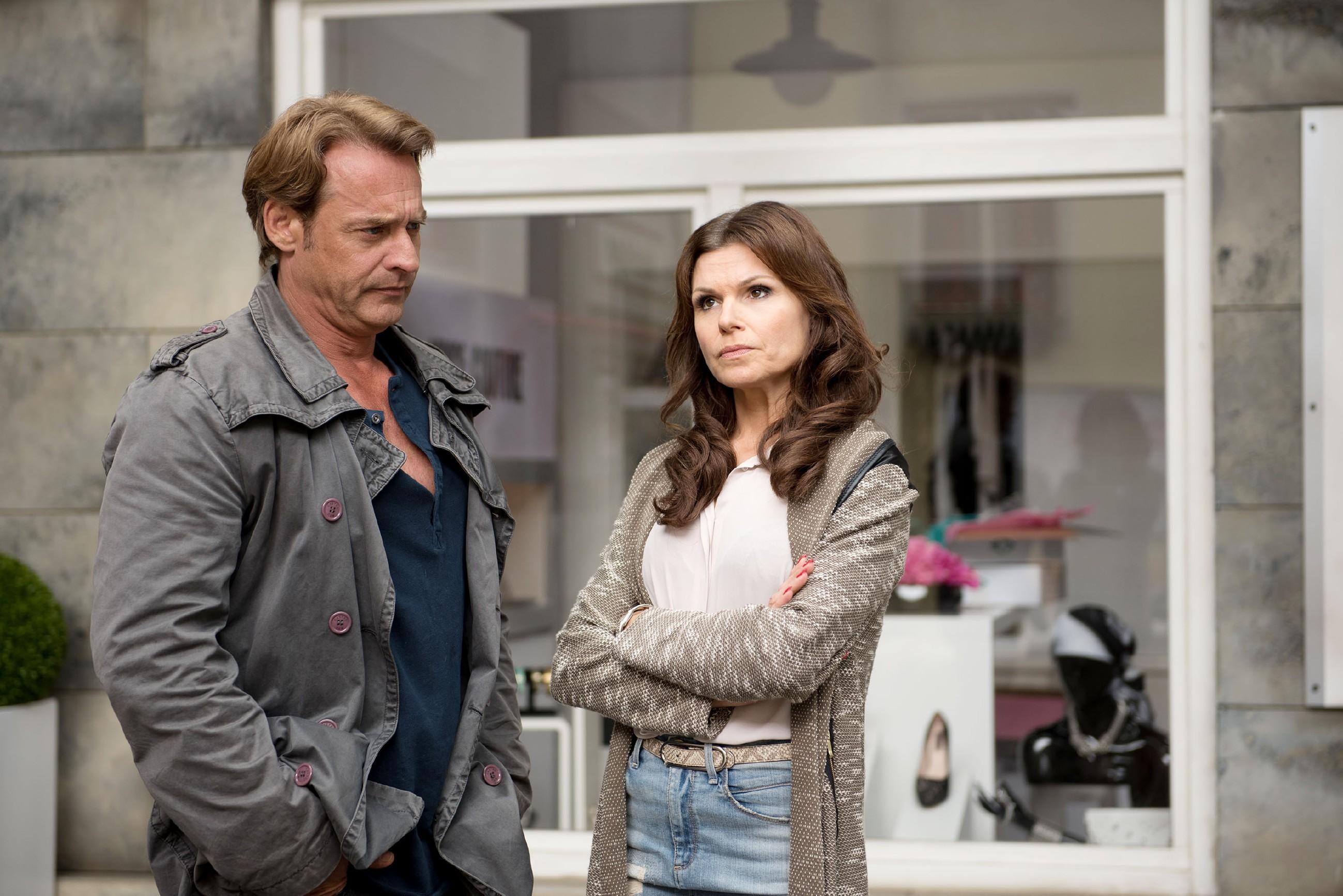 Britta (Tabea Heynig) ist ernüchtert, als Rufus (Kai Noll) wegen Lotta vorerst nicht mit ihr zusammenziehen will. (Quelle: © RTL / Stefan Behrens)