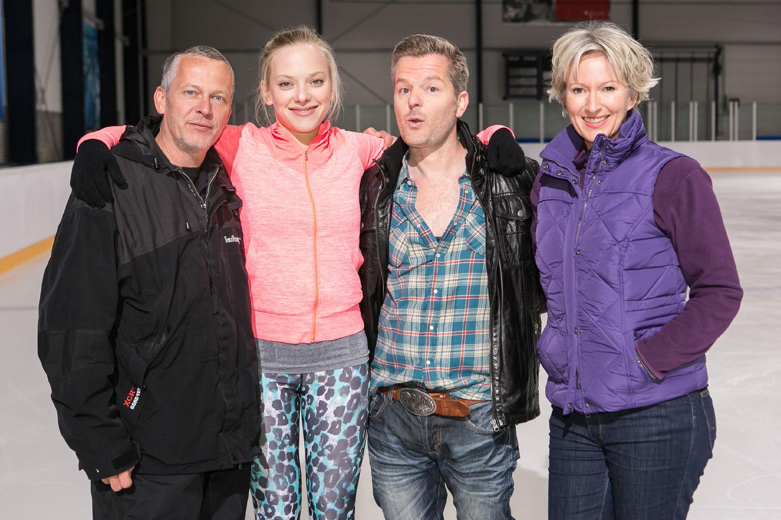 v.l.: Regisseur Klaus Knoesel, Judith Neumann, André Dietz und Olivia Augustinski (Quelle: © RTL / Kai Schulz)
