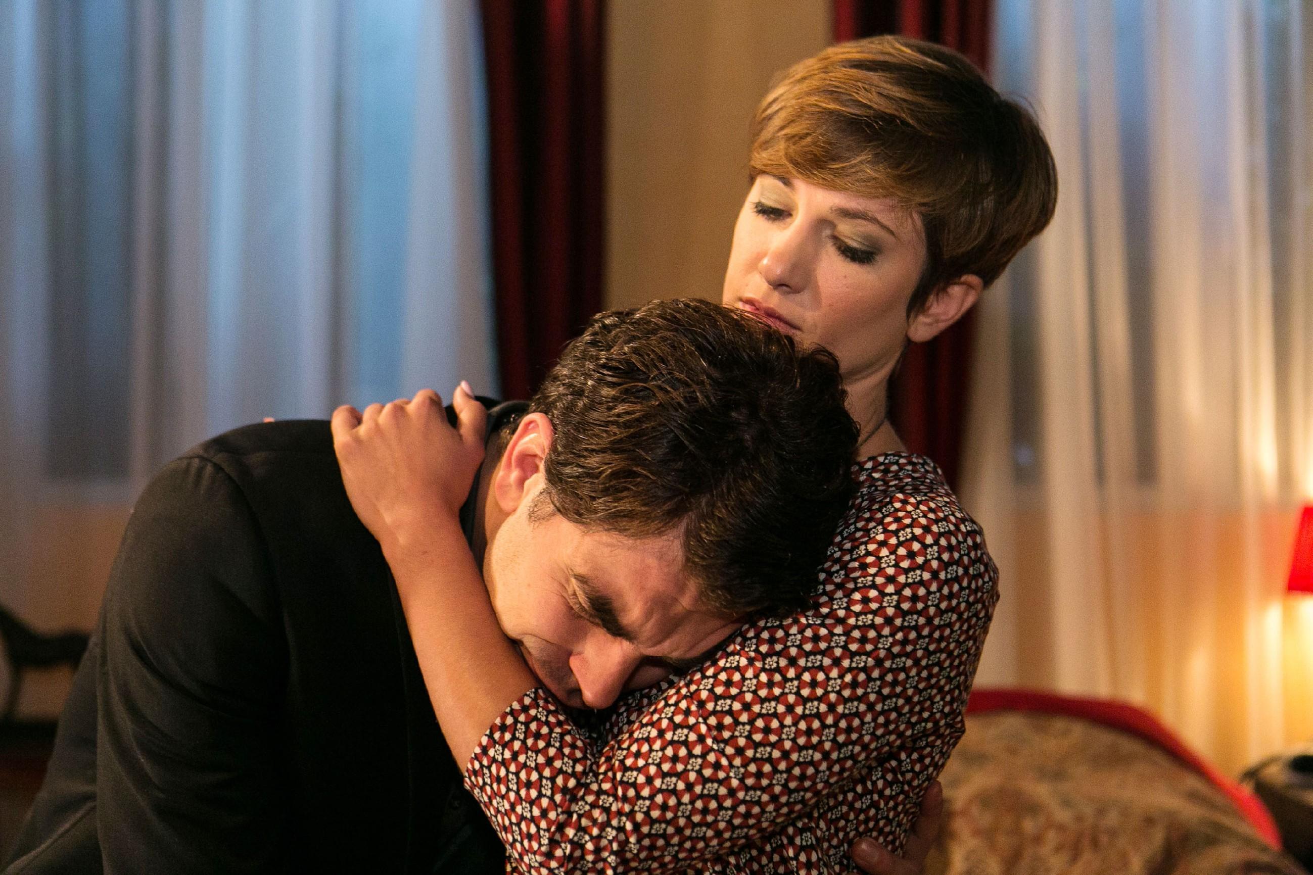 Unter dem Eindruck der aufwühlenden Ereignisse, erliegen Pia (Isabell Horn) und Veit (Carsten Clemens) der magischen Anziehungskraft zueinander... (Quelle: © RTL / Kai Schulz)