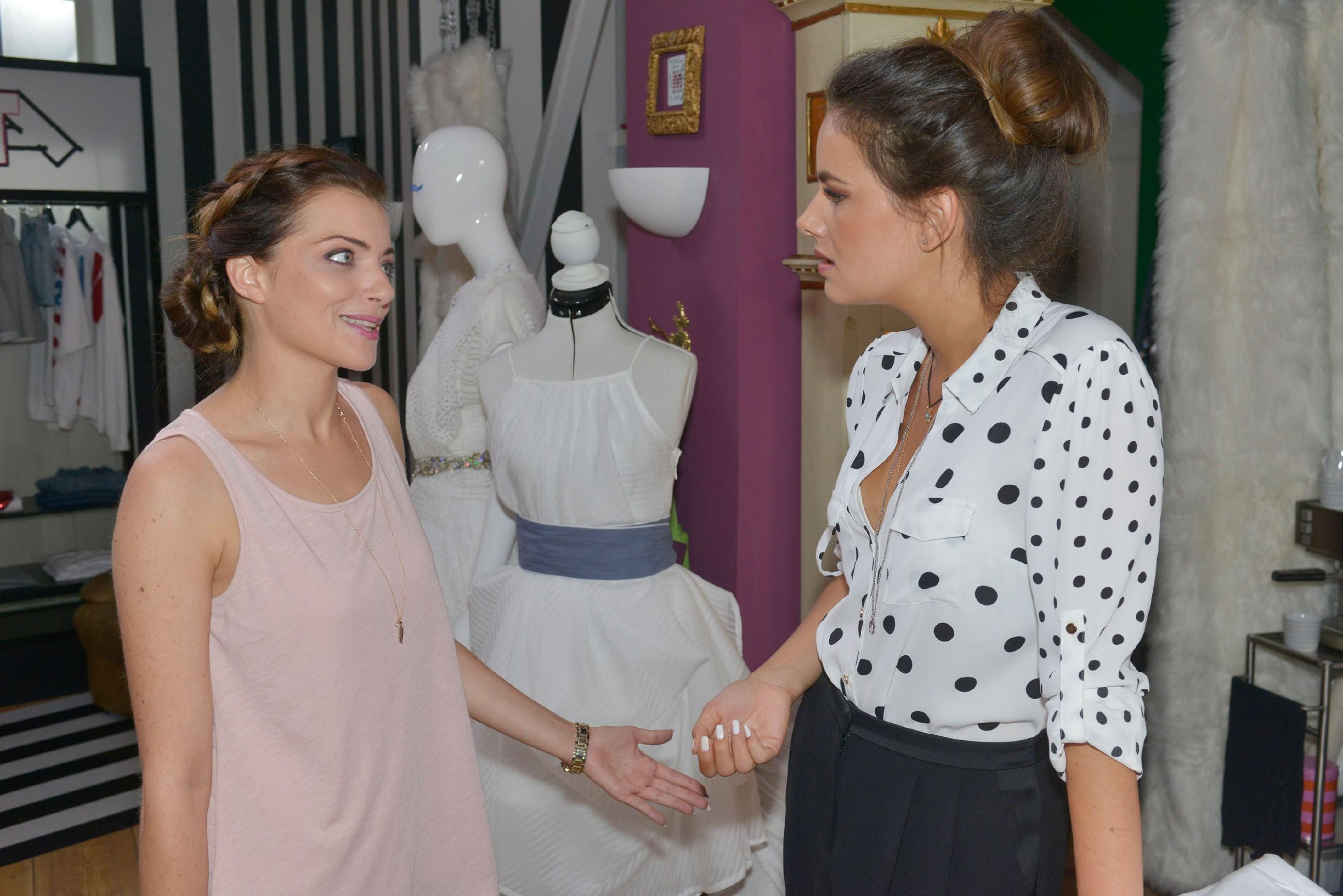Als Emily (Anne Menden, l.) darauf drängt, die anstehenden geschäftlichen Entscheidungen vor ihrer Abreise zu klären, ist Jasmin (Janina Uhse) nicht sonderlich begeistert davon, wegen Emily Dinge zu überstürzen. (Quelle: © RTL / Rolf Baumgartner)