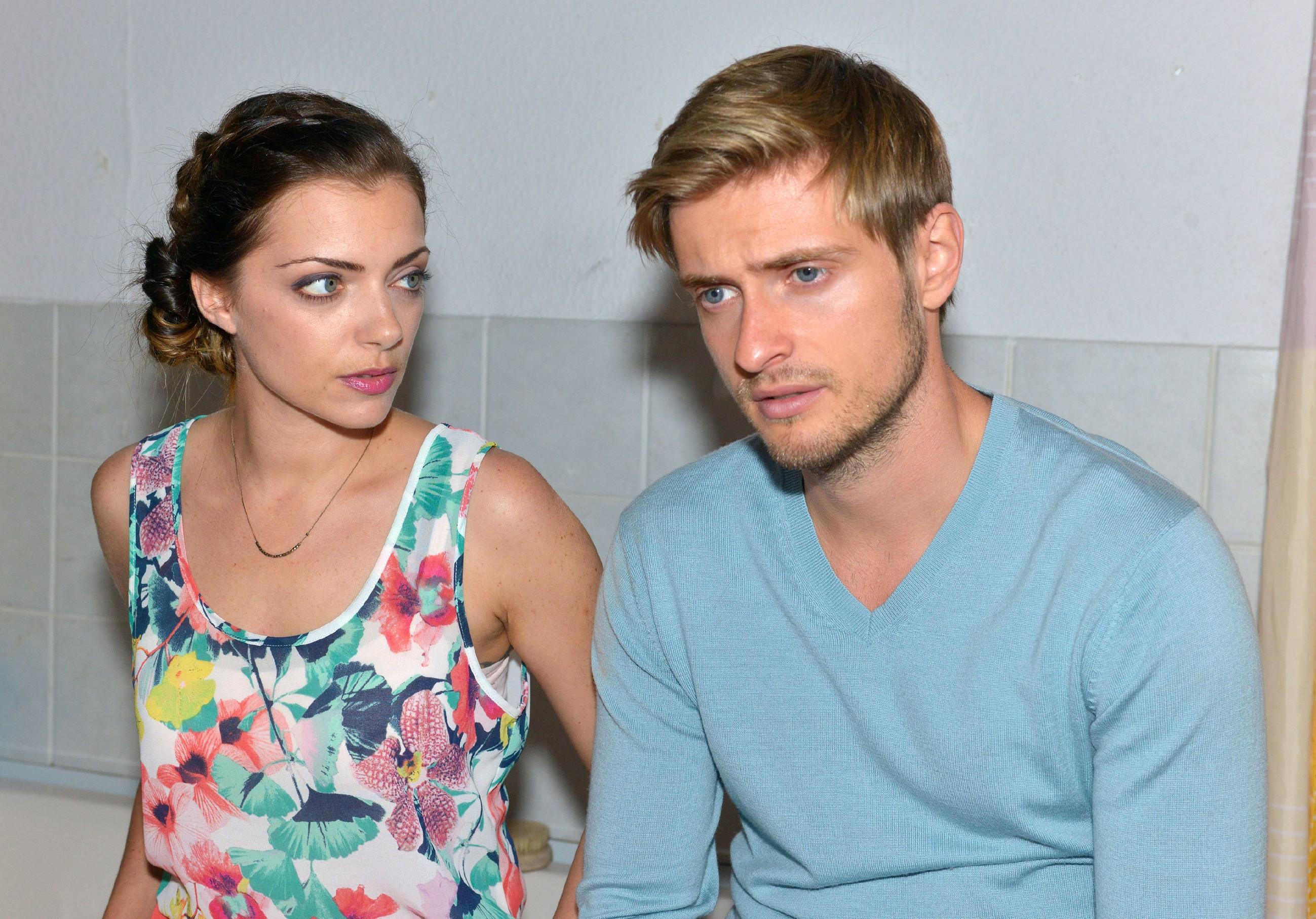 Emily (Anne Menden) versucht Philip (Jörn Schlönvoigt) klarzumachen, dass er nie eine echte Chance bei Elena hatte. (Quelle: © RTL / Rolf Baumgartner)