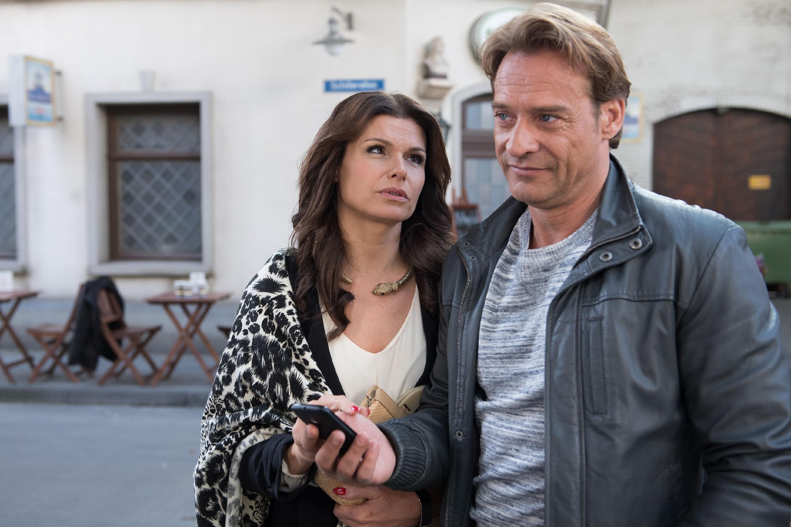 Britta (Tabea Heynig) und Rufus (Kai Noll) fangen an, nach passenden Wohnungen zu suchen, doch sie müssen schnell erkennen, dass ihre Vorstellungen von einem gemeinsamen Heim weit auseinanderliegen. (Quelle: © RTL / Stefan Behrens)