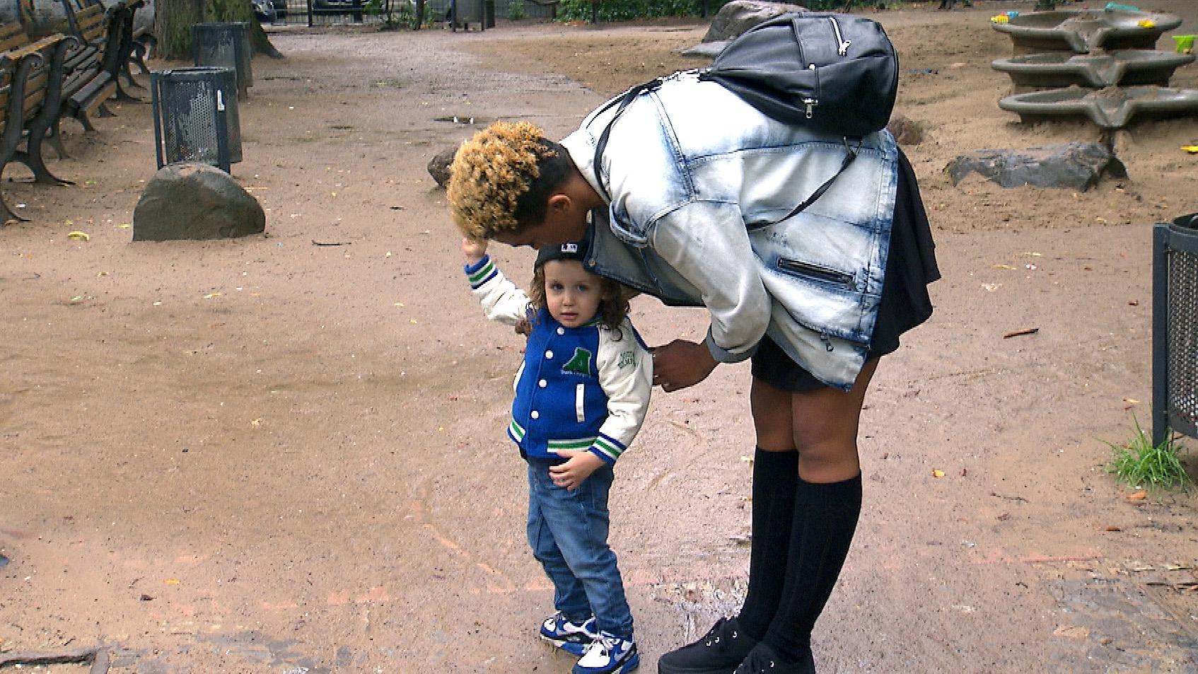 Melissa mit dem kleinen Mickey (Quelle: RTL 2)