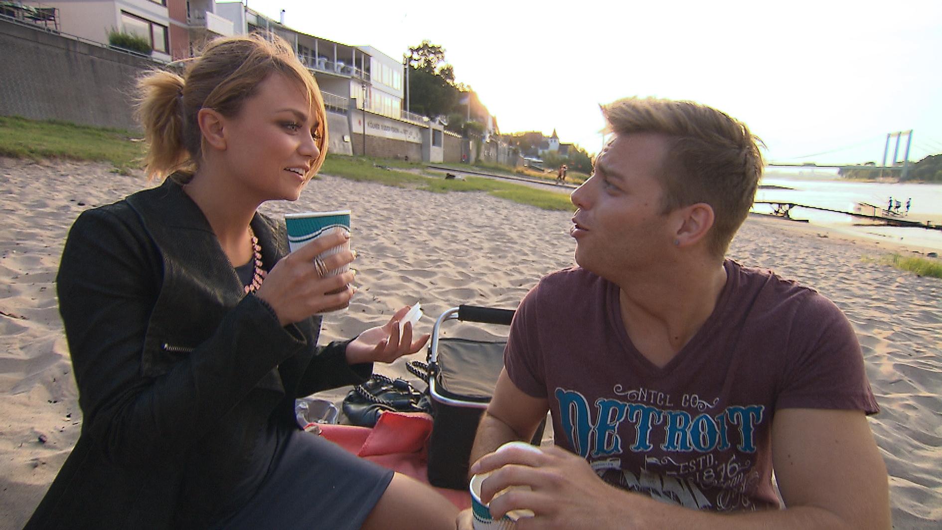 Felix beschließt, um Laura zu kämpfen und freut sich, dass sie sich auf ein Date mit ihm einlässt. Er genießt das gemeinsame Date in vollen Zügen und traut sich sogar Laura zu küssen. (Quelle: RTL 2)