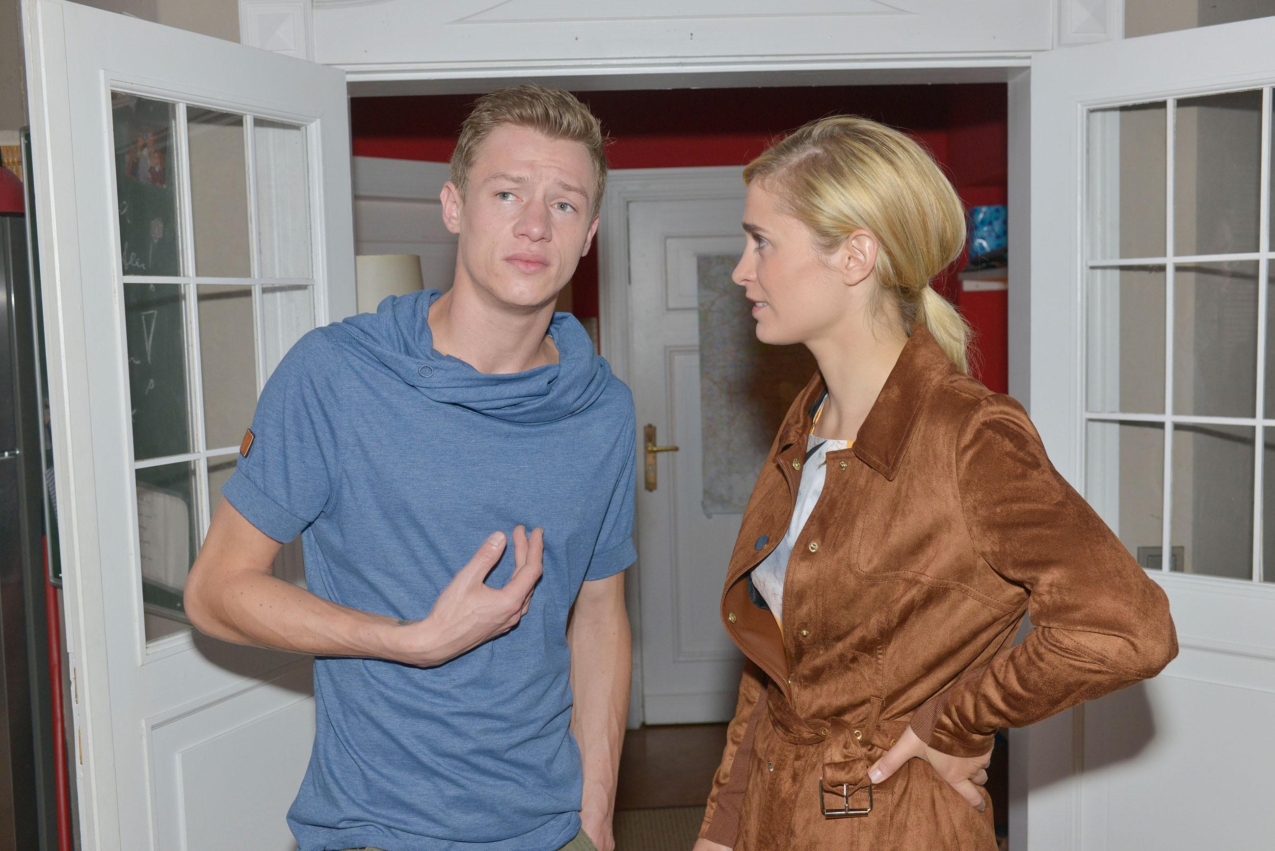 Vince (Vincent Krüger) will Sunny nicht in den Rücken fallen und sucht Rat bei Sophie (Lea Marlen Woitack).