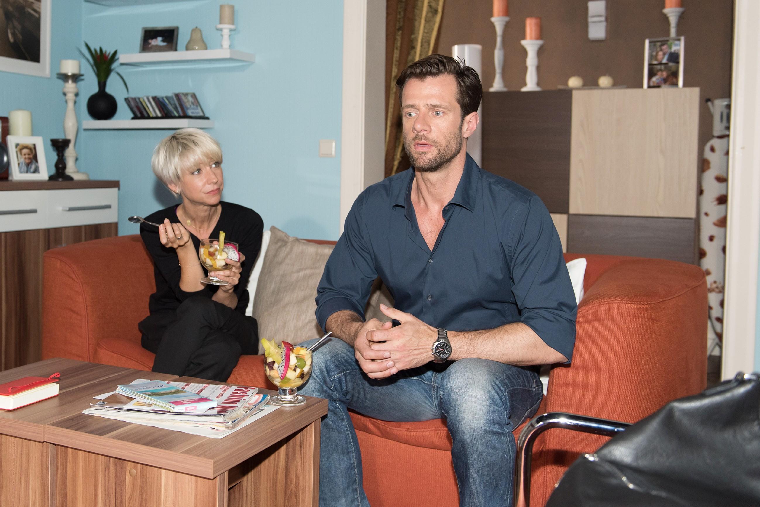 Henning (Benjamin Kiss) bekommt die attraktive Staatsanwältin einfach nicht aus dem Kopf und serviert Ute (Isabel Hertel) fadenscheinige Ausreden, um sich mit Ricarda Schätzke zu treffen. (Quelle: RTL / Stefan Behrens)