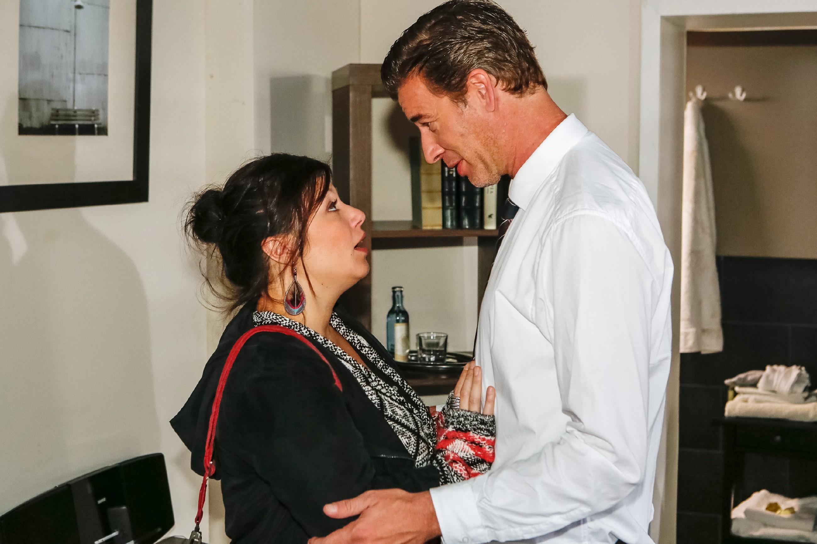 Christoph (Lars Korten) ist überrascht, als Vanessa (Julia Augustin) sich zu ihm bekennt. (Quelle: RTL / Kai Schulz)