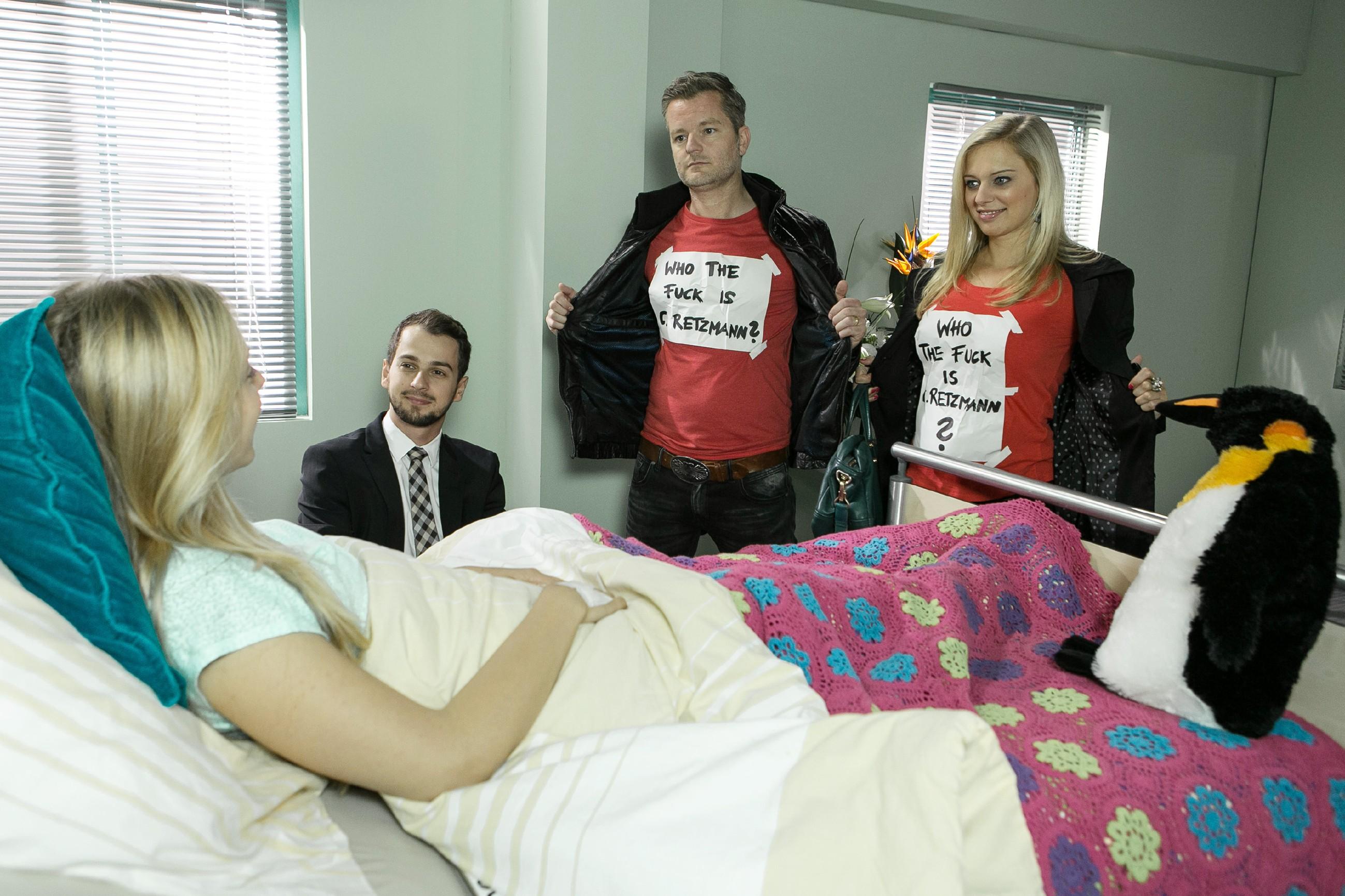 Durch die Unterstützung von (v.l.) Lena (Juliette Greco), Ingo (André Dietz) und vor allem Tobi (Michael Jassin) kehrt Maries (Judith Neumann) Kampfgeist zurück und sie weiß: Sie kann es auch ohne Caroline schaffen, aufs Eis zurückzukehren! (Quelle: RTL / Kai Schulz)