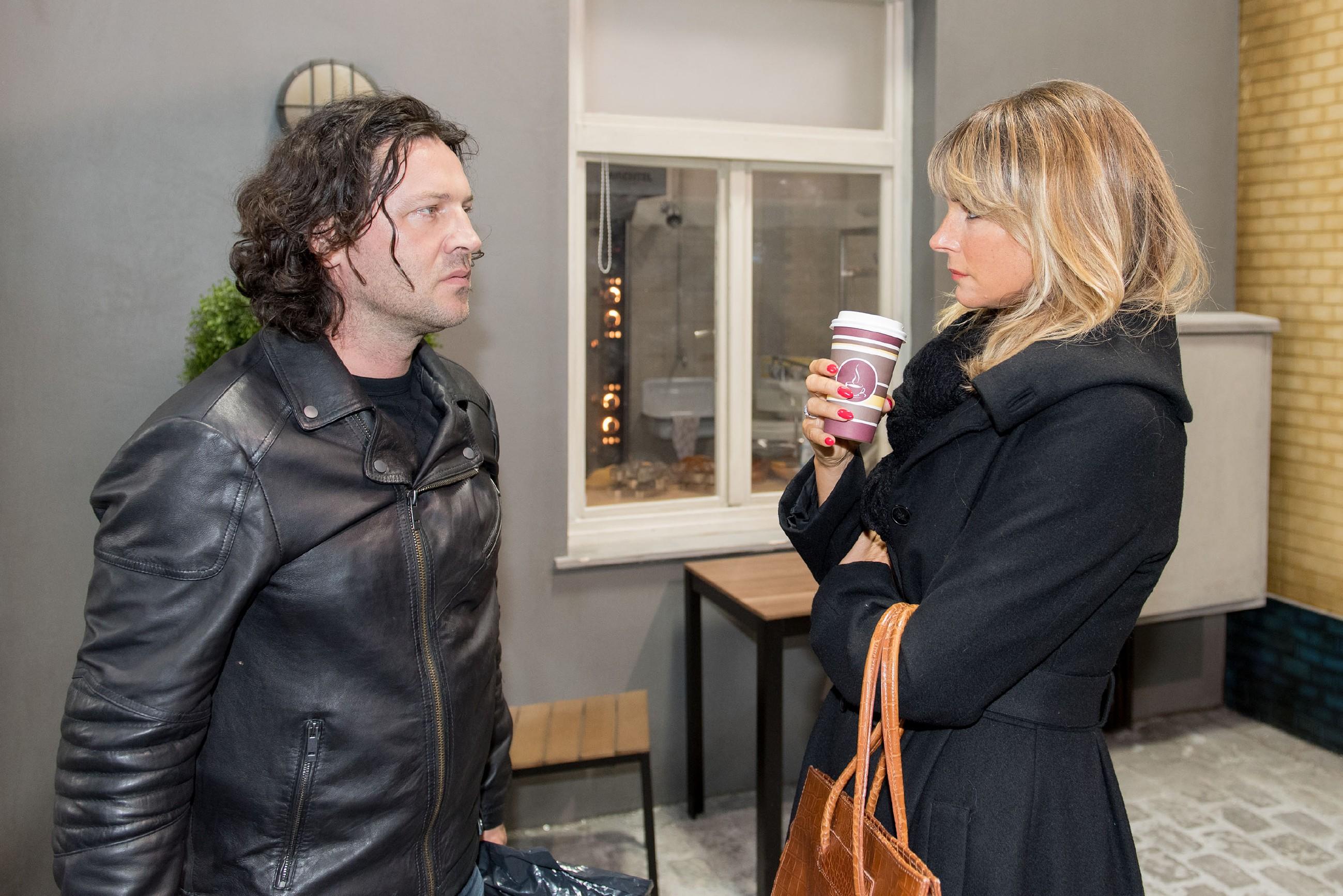 Nach ihrer Rückkehr aus Italien macht Eva (Claudelle Deckert) Rolf (Stefan Franz) die klare Ansage, ihn wieder ins Gefängnis zu bringen. (Quelle: RTL / Stefan Behrens)