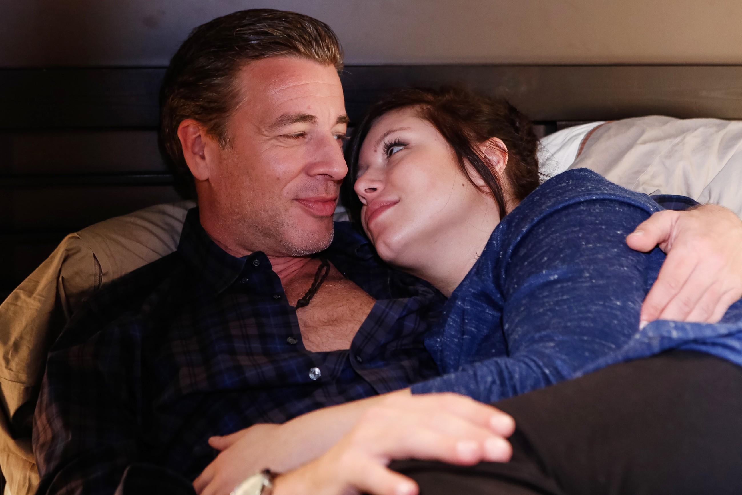 Christoph (Lars Korten) und Vanessa (Julia Augustin) genießen die gemeinsame Zeit. (Quelle: RTL / Kai Schulz)