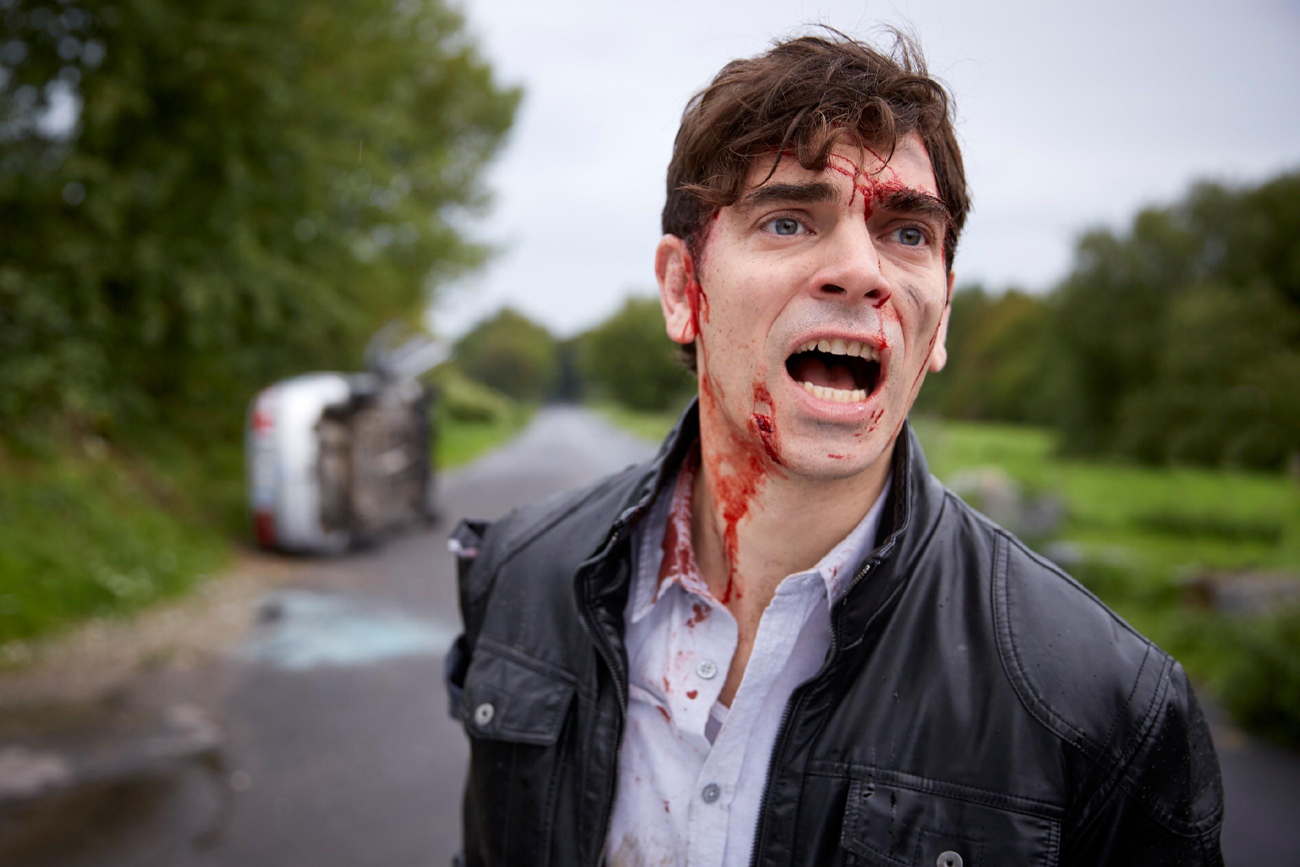Rückblende: Veit (Carsten Clemens) wird von seinen Erinnerungen heimgesucht und durchlebt erneut den schweren Unfall, bei dem er seine Freundin Emma nicht aus dem brennenden Wagen retten konnte... (Quelle: RTL / Guido Engels)