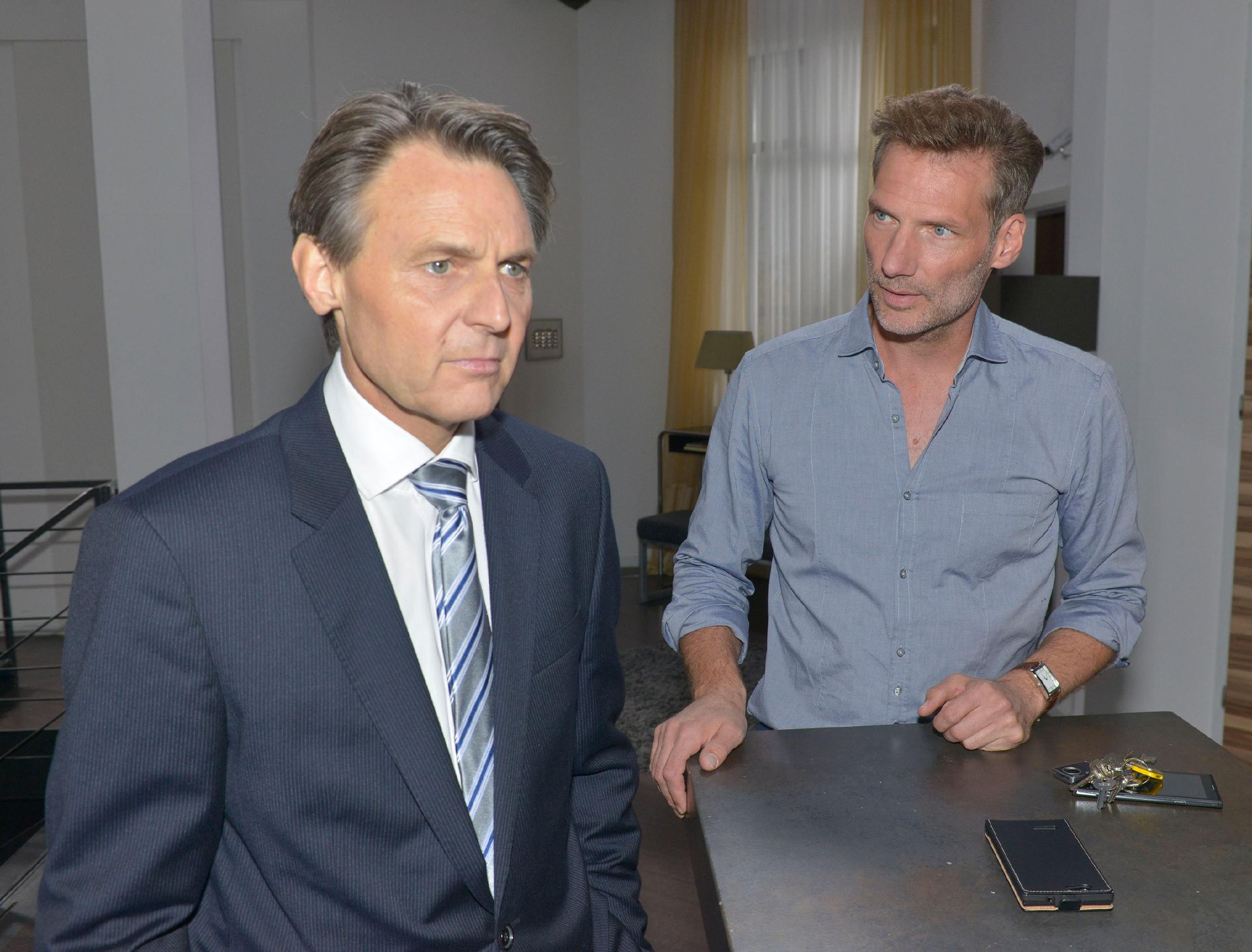 Elena (Elena Garcia Gerlach) erklärt John (Felix von Jascheroff), dass sie nach dem Prozess endlich wieder nach vorne schauen will. (Quelle: RTL / Rolf Baumgartner)