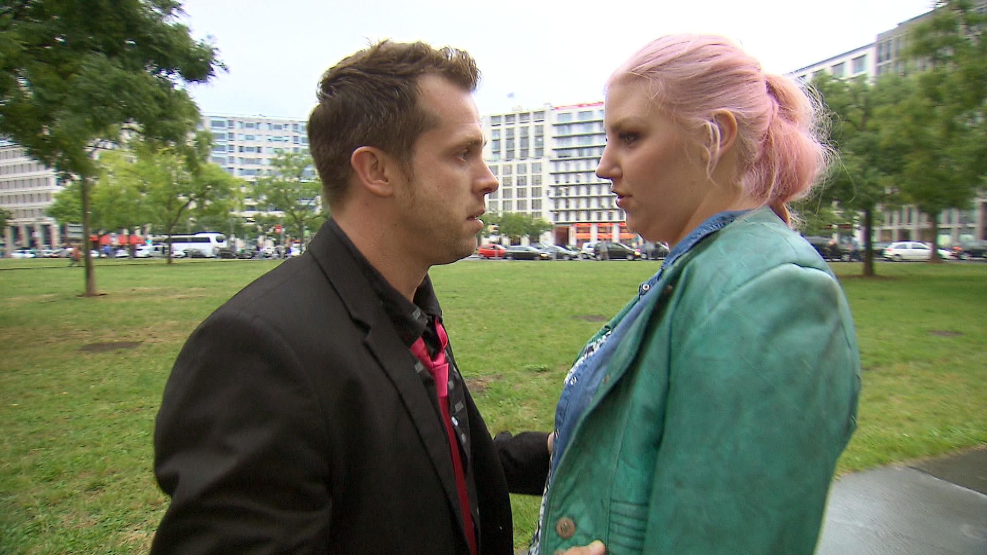 Nach dem gestrigen Eklat will Basti mit Paula reden und sich mit ihr versöhnen. Doch die erteilt ihm eine harsche Abfuhr.. (Quelle: RTL 2)