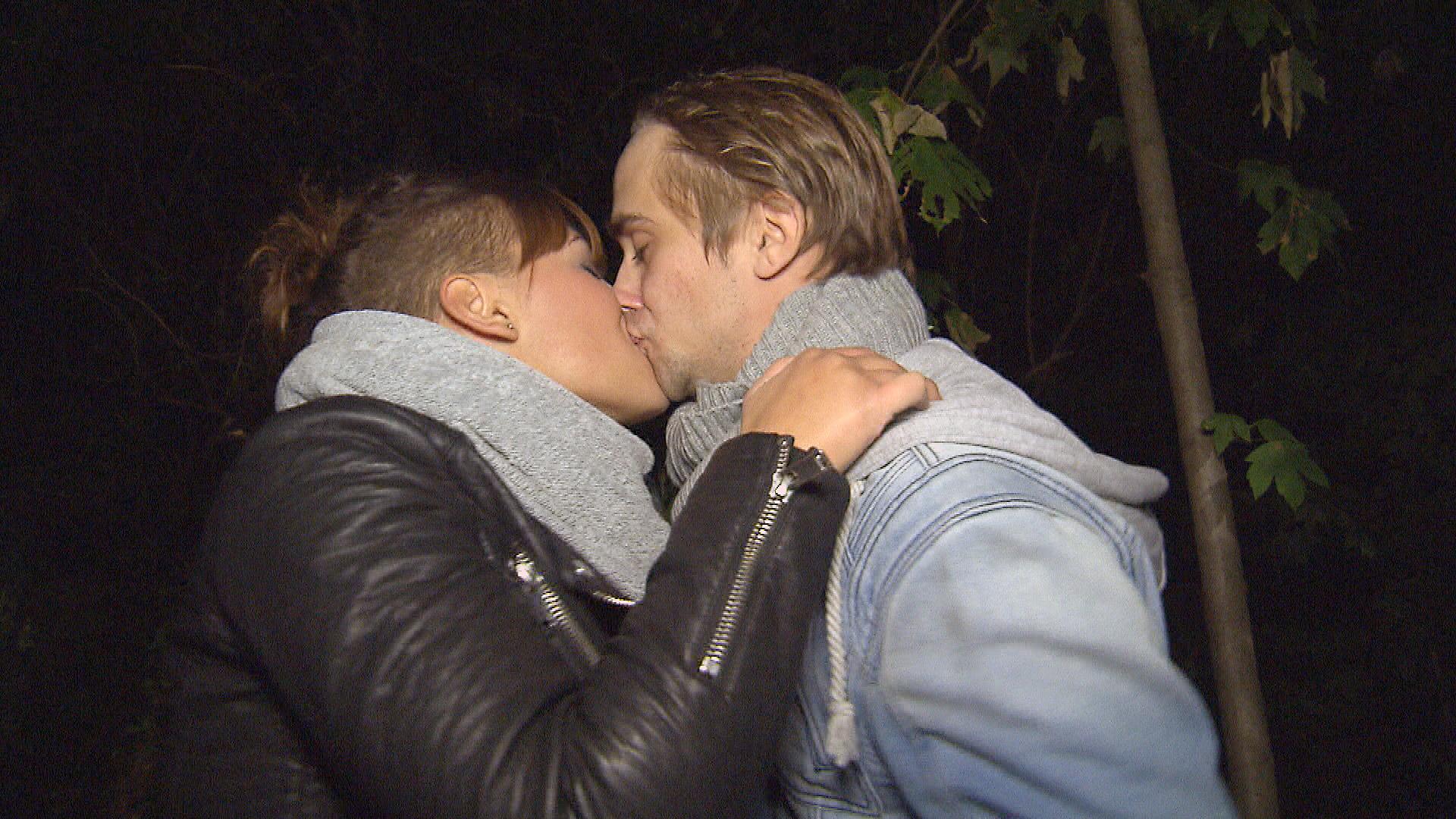 Bei einem Date mit Schmidti gibt Lucy sich die Kante und will schließlich Sex.. (Quelle: RTL 2)