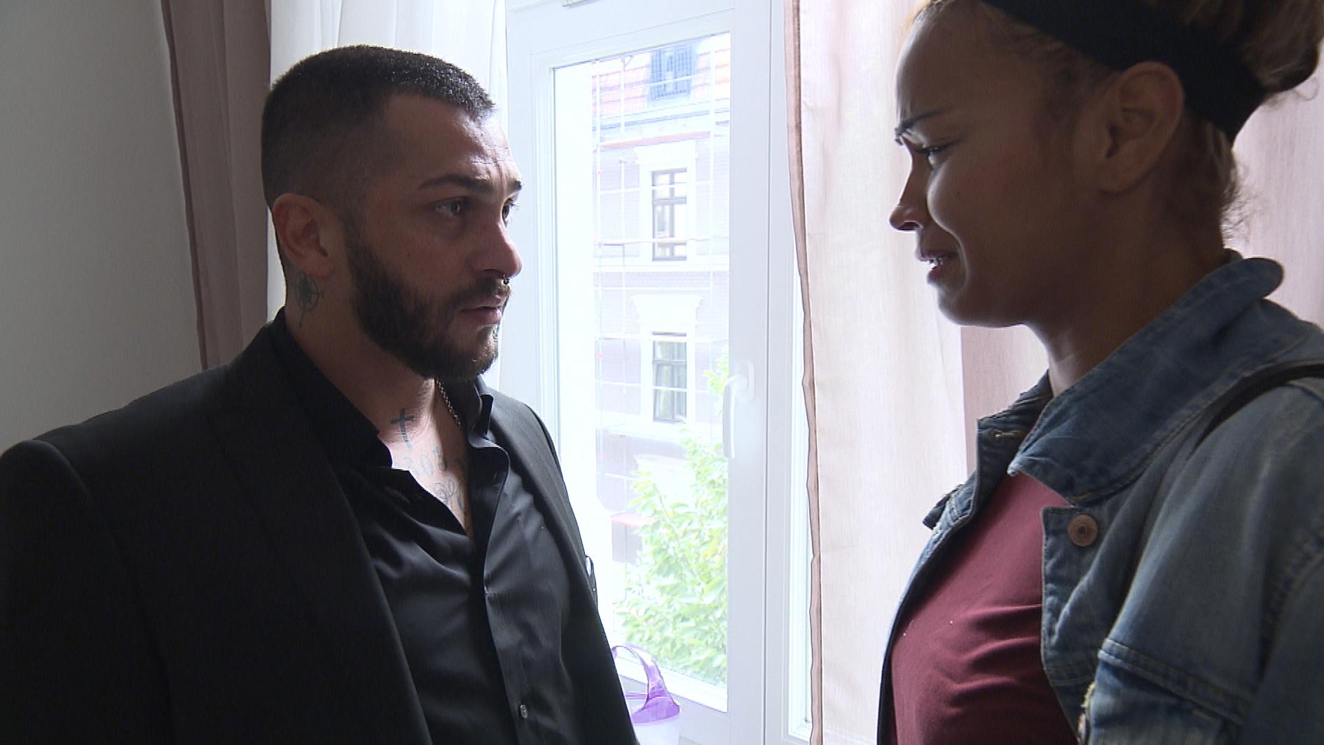 Sam wird von Bruno damit überrascht, dass er sich mit ihr eine Wohnung anschauen will. Die Besichtigung verläuft gut, doch Sam spürt über den Tag immer mehr, dass sie das alles gar nicht so sehr will wie Bruno. (Quelle: RTL 2)