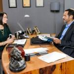 Richard (Silvan-Pierre Leirich) gibt Jenny (Kaja Schmidt-Tychsen) zu verstehen, dass er entschlossen ist, Christoph endlich loszuwerden. (Quelle: RTL / Wili Weber)