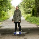 Marie (Judith Neumann) wird von einer heftigen Panikattacke überwältigt und läuft die Straße entlang... (Quelle: RTL / Kai Schulz)