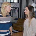 Sophie (Lea Marlen Woitack, l.) wirft Emily (Anne Menden) vor, mit ihrer Geltungssucht Tussi Attack zu ruinieren. (Quelle: RTL / Rolf Baumgartner)