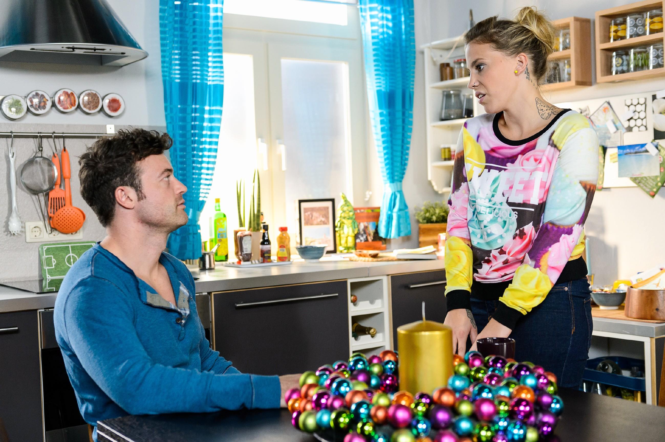 Ben (Jörg Rohde) muss sich Ivas (Christina Klein) Vorwürfe wegen seiner Aktion gefallen lassen, nicht ahnend, dass er mit seinem Misstrauen gegen Matthias völlig richtig liegt... (Quelle: RTL / Willi Weber)