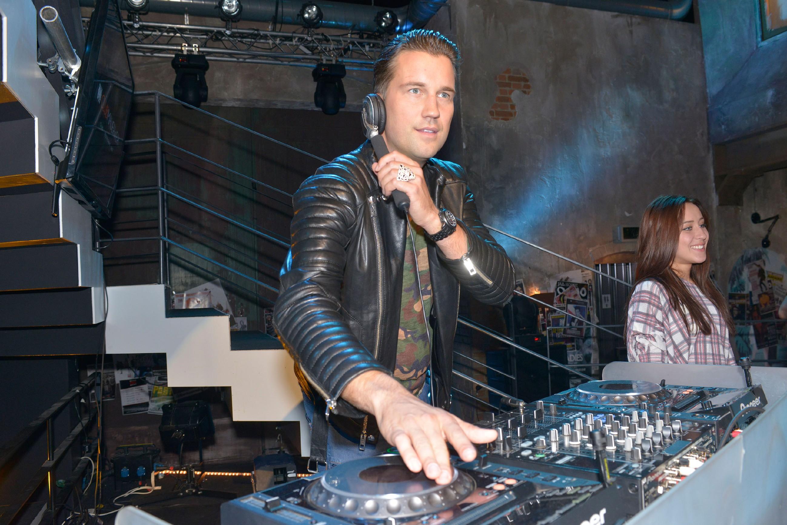 DJ Antoine legt im Szene-Club Mauerwerk auf und feiert mit den Gästen zu seinen neuen Songs ab! (Quelle: RTL / Rolf Baumgartner)