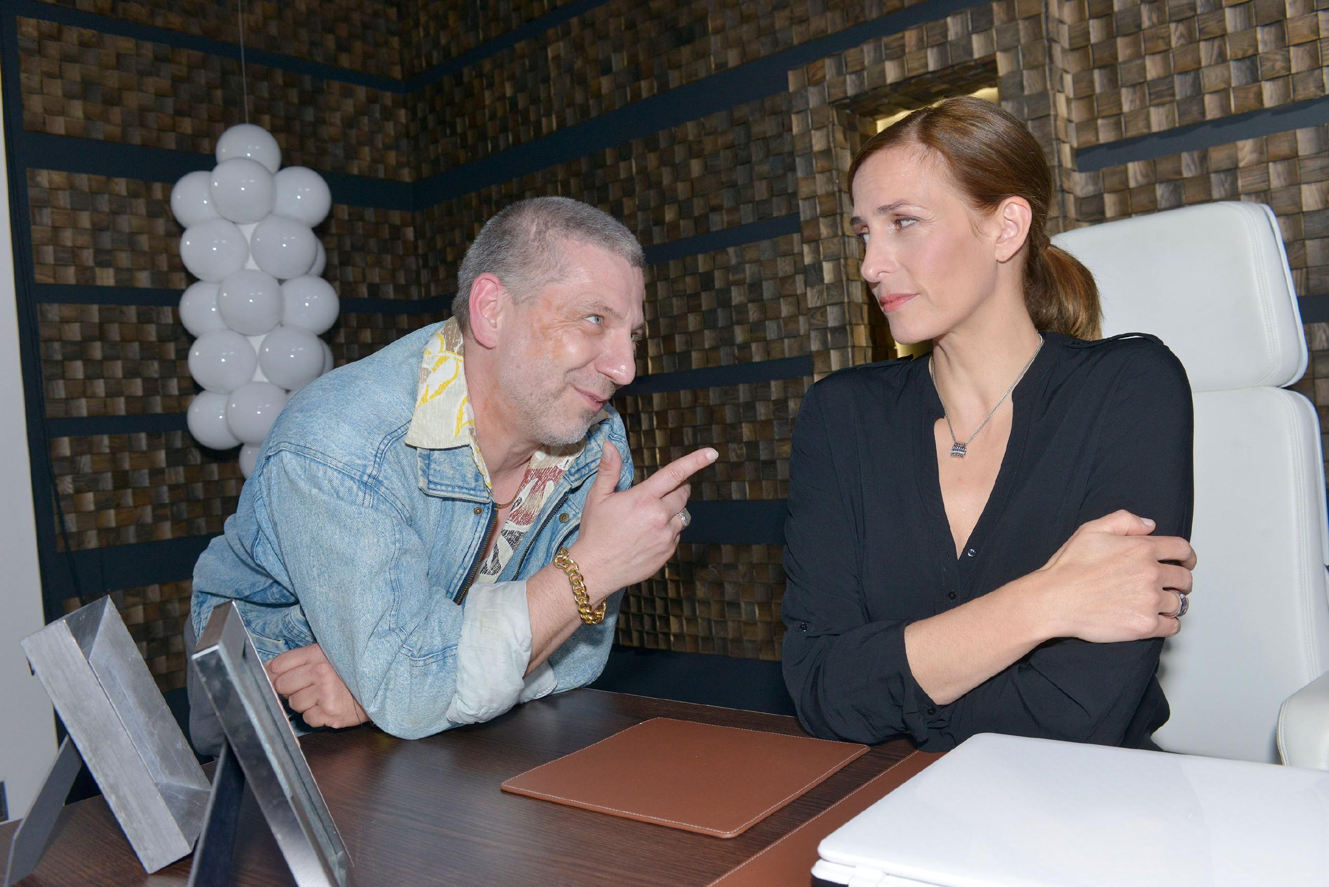 Traumsequenz: Katrin (Ulrike Frank) hat von ihrer Jugendliebe Rico (Henryk Goetz) ein völlig falsche Vorstellung. (Quelle: RTL / Rolf Baumgartner)