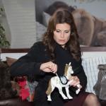 Britta (Tabea Heynig) wirft in ihrer finanziellen Not alle Bedenken über Bord und will sich aus Lottas Spardose bedienen... (Quelle: RTL / Stefan Behrens)