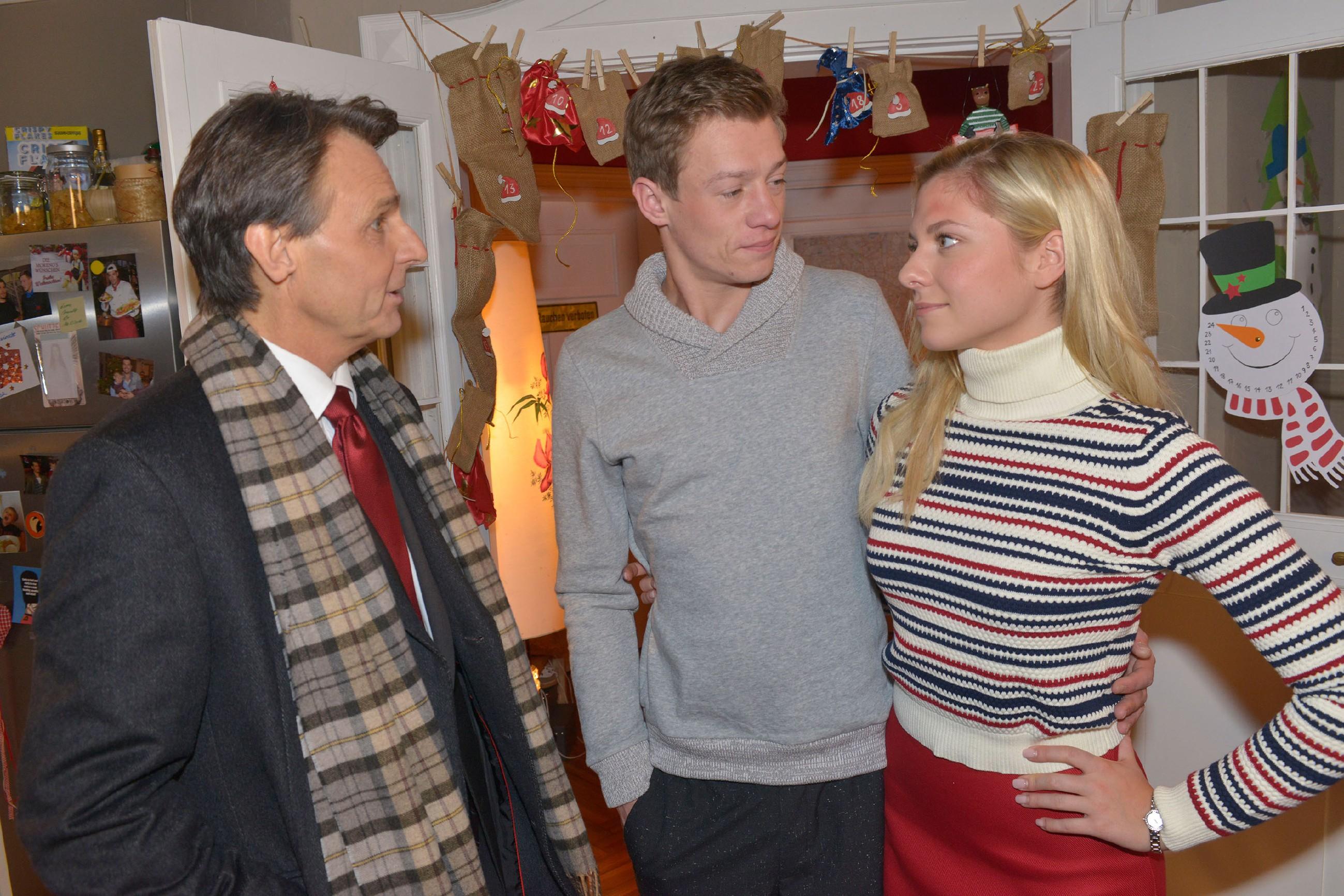 Gerner (Wolfgang Bahro, l.) möchte mit Vince (Vincent Krüger) und Sunny (Valentina Pahde) Weihnachten feiern.