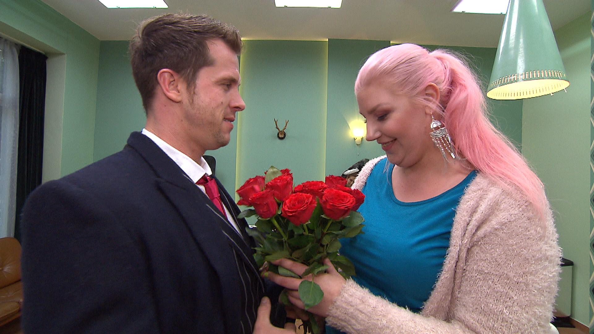 Basti stellt spntan ein romantisches Date mit Paula auf die Beine.. (Quelle: RTL 2)