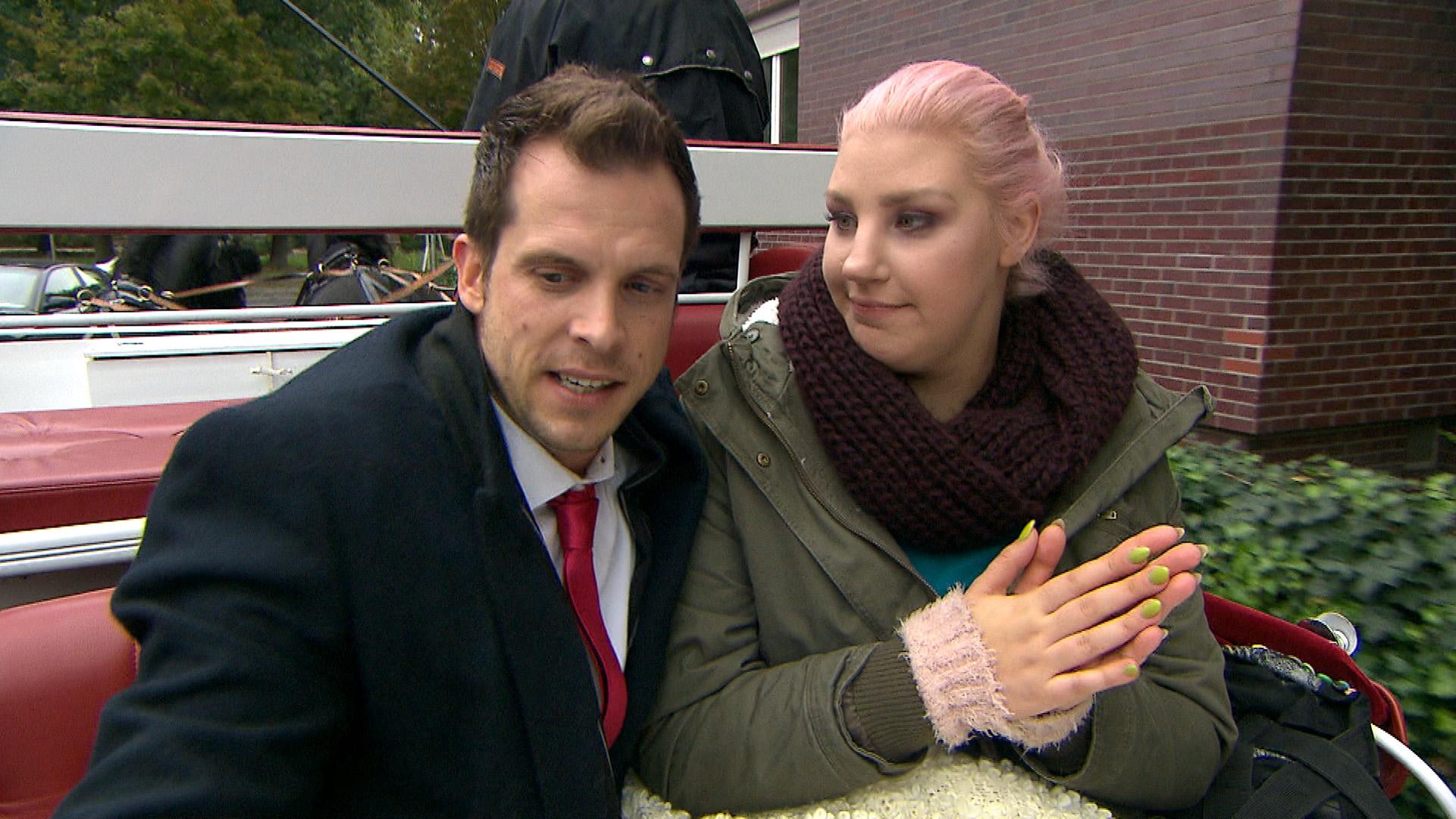 Basti und Paula bei einer romantischen Kutschenfahrt (Quelle: RTL 2)