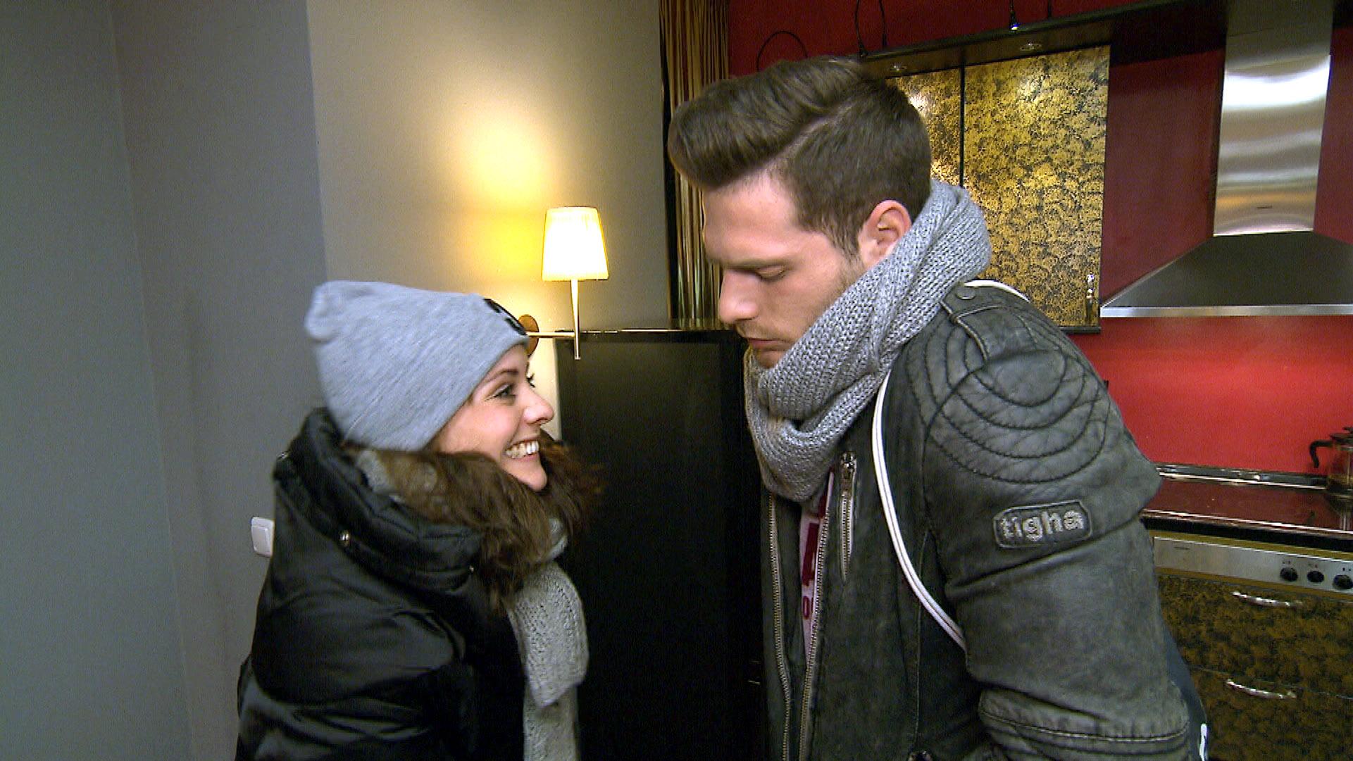 Lou freut sich, dass Daniel wiederkommt. Nachdem er bei seiner Mutter war, glaubt sie, dass nun wieder alles gut zwischen ihnen wird.. (Quelle: RTL 2)