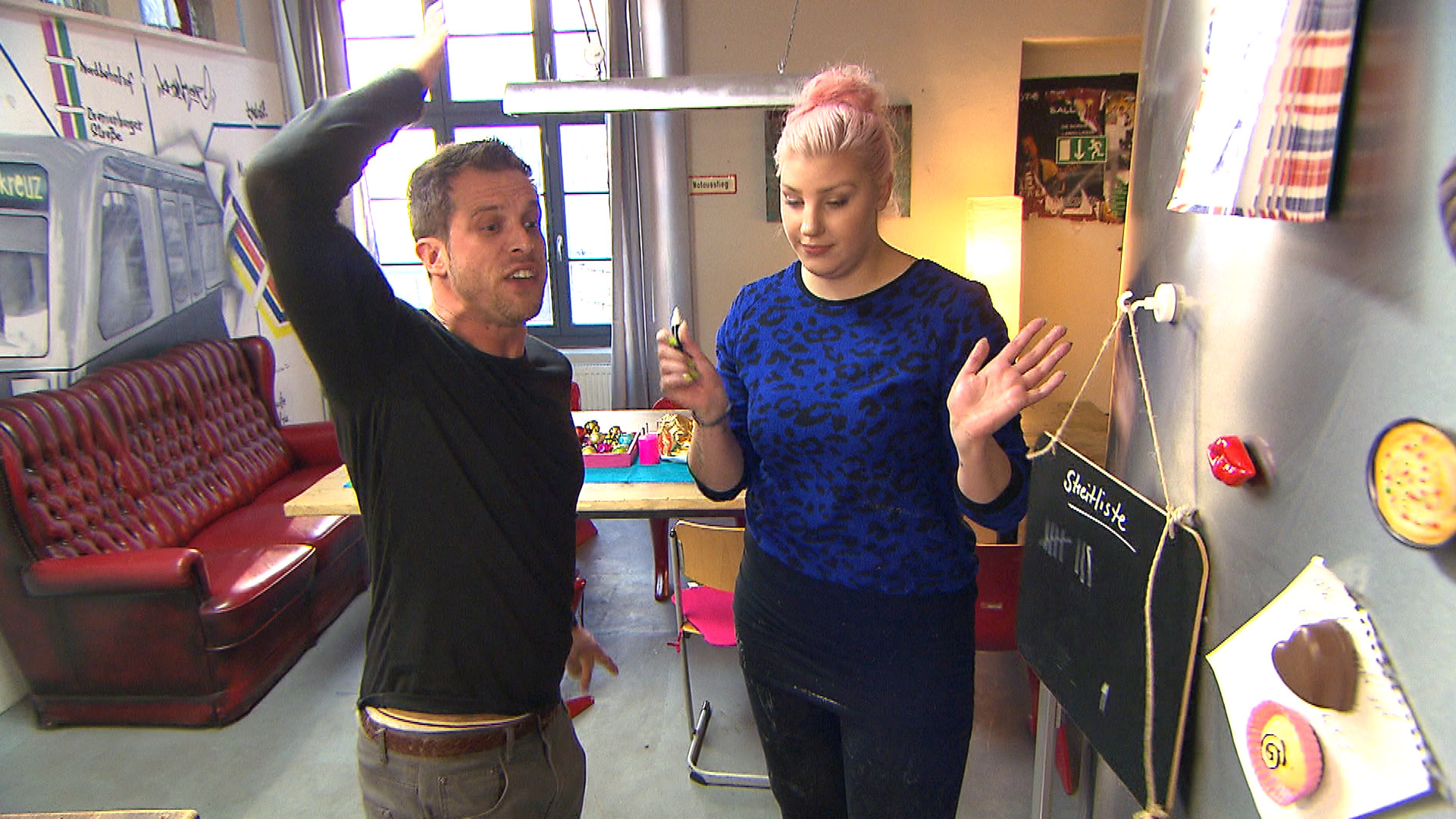 Basti versucht Paula aus dem Weg zu gehen und cancelt einen gemeinsamen Tag mit der Ausrede, arbeiten zu müssen. (Quelle: RTL 2)