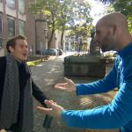 Valentin (li.) will mit Patrick (re.) weiter um die Häuser ziehen.. (Quelle: RTL 2)