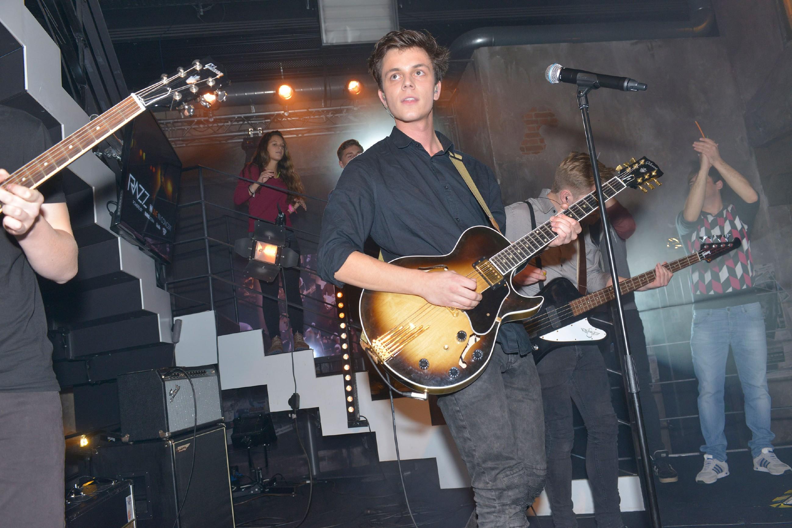 Die Band RAZZ gibt ein Konzert im Mauerwerk. (Quelle: RTL / Rolf Baumgartner)