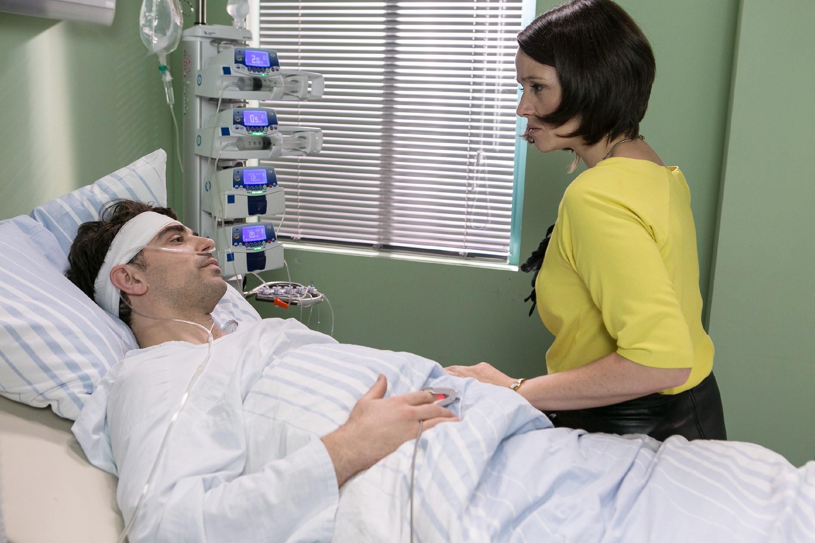 Veit (Carsten Clemens) ist aus dem Koma erwacht und gesteht Jenny (Kaja Schmidt-Tychsen), dass er nur Pia liebt... (Quelle: RTL / Kai Schulz)