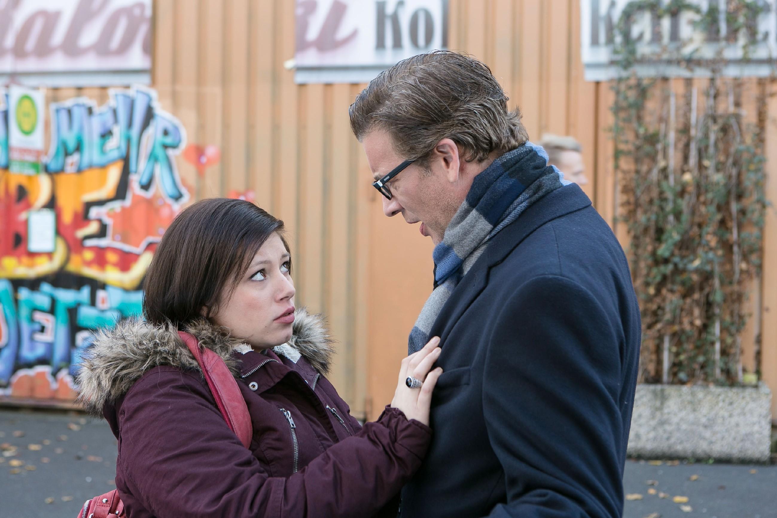 Vanessa (Julia Augustin) und Christoph (Lars Korten) sind sich einig, dass es nach den heftigen Ereignissen besser ist, nun nur noch nach vorn zu blicken. (Quelle: RTL / Kai Schulz)