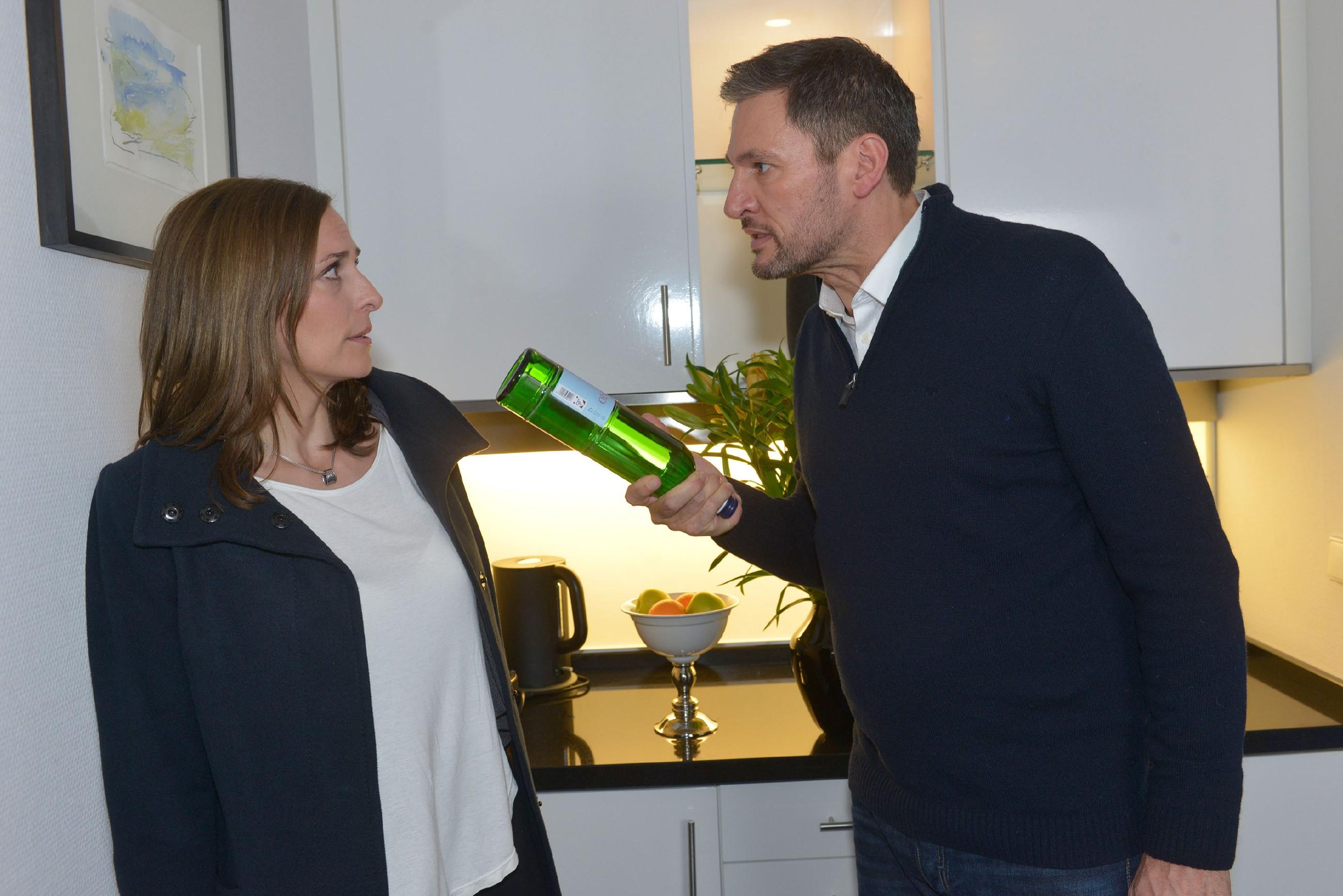 Der Streit zwischen Katrin (Ulrike Frank) und Frederic (Dieter Bach) droht zu eskalieren, als Frederic Katrin massiv angeht... (Quelle: RTL / Rolf Baumgartner)