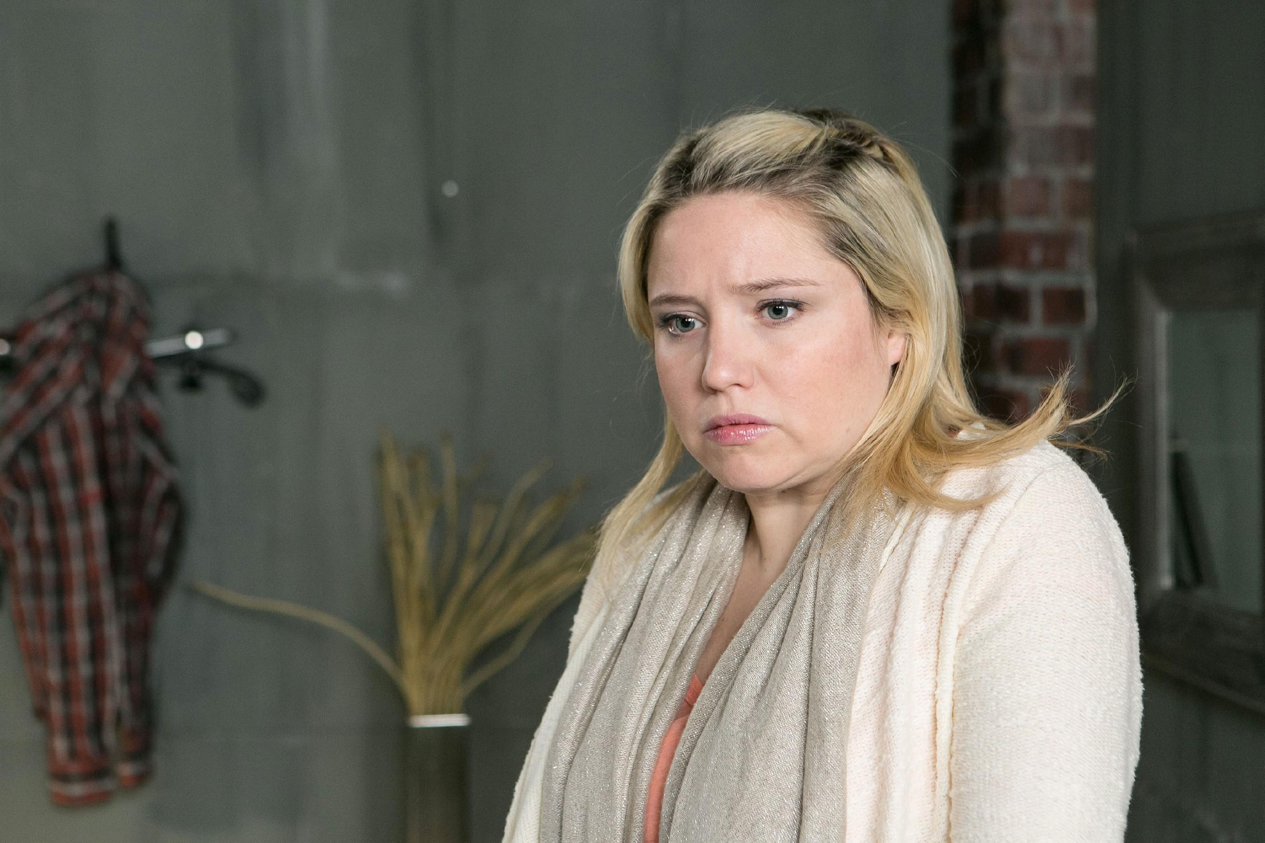 Bea (Caroline Maria Frier) hat Ingo ihre Untreue gebeichtet, jedoch verschwiegen, mit wem sie ihn betrogen hat. (Quelle: RTL / Kai Schulz)