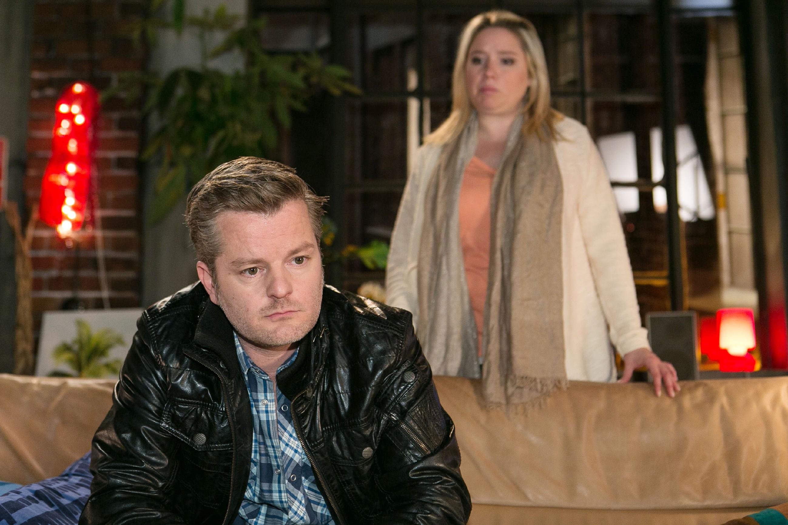 Bea (Caroline Maria Frier) hat sich entschieden, Ingo (André Dietz) die ganze Wahrheit über ihren One-Night-Stand mit Marian zu beichten. (Quelle: RTL / Kai Schulz)