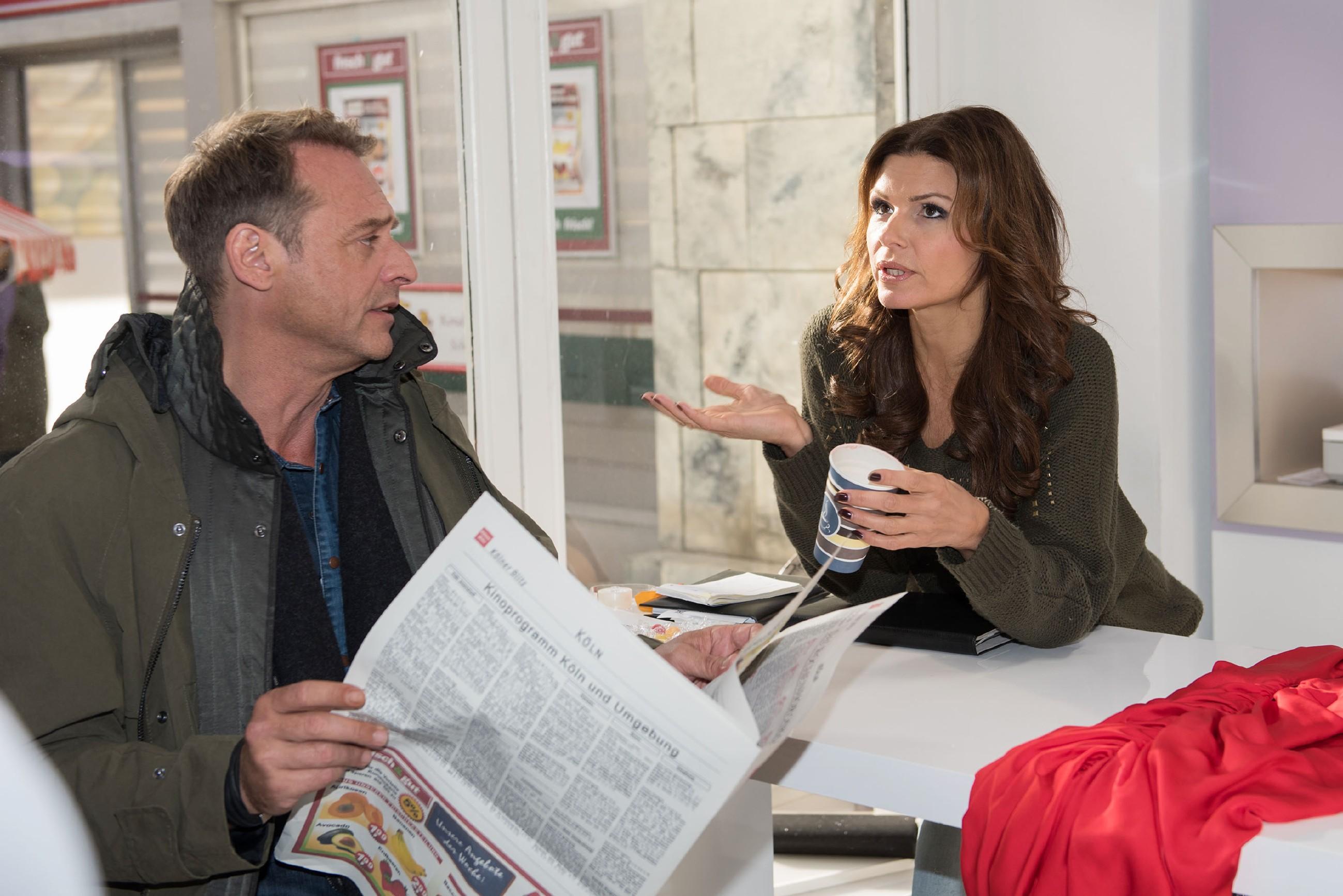 Britta (Tabea Heynig) ist angefressen, als Rufus (Kai Noll) nicht mehr in die Boutique investieren will. (Quelle: RTL / Stefan Behrens)