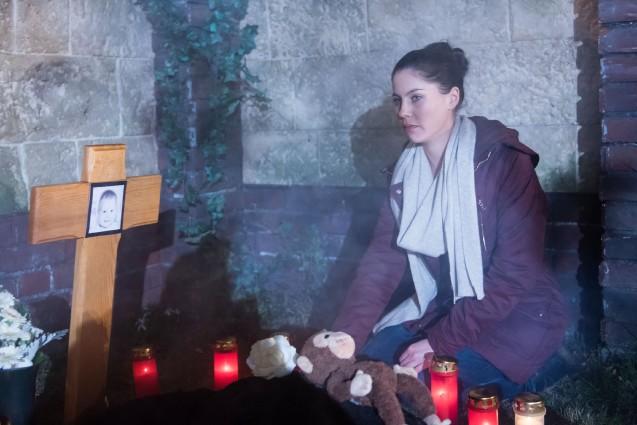 Traumsequenz: Ein Traum lässt Sina (Valea Katharina Scalabrino) befürchten, dass Amelies Operation nicht gut ausgehen wird... (Quelle: RTL / Stefan Behrens)