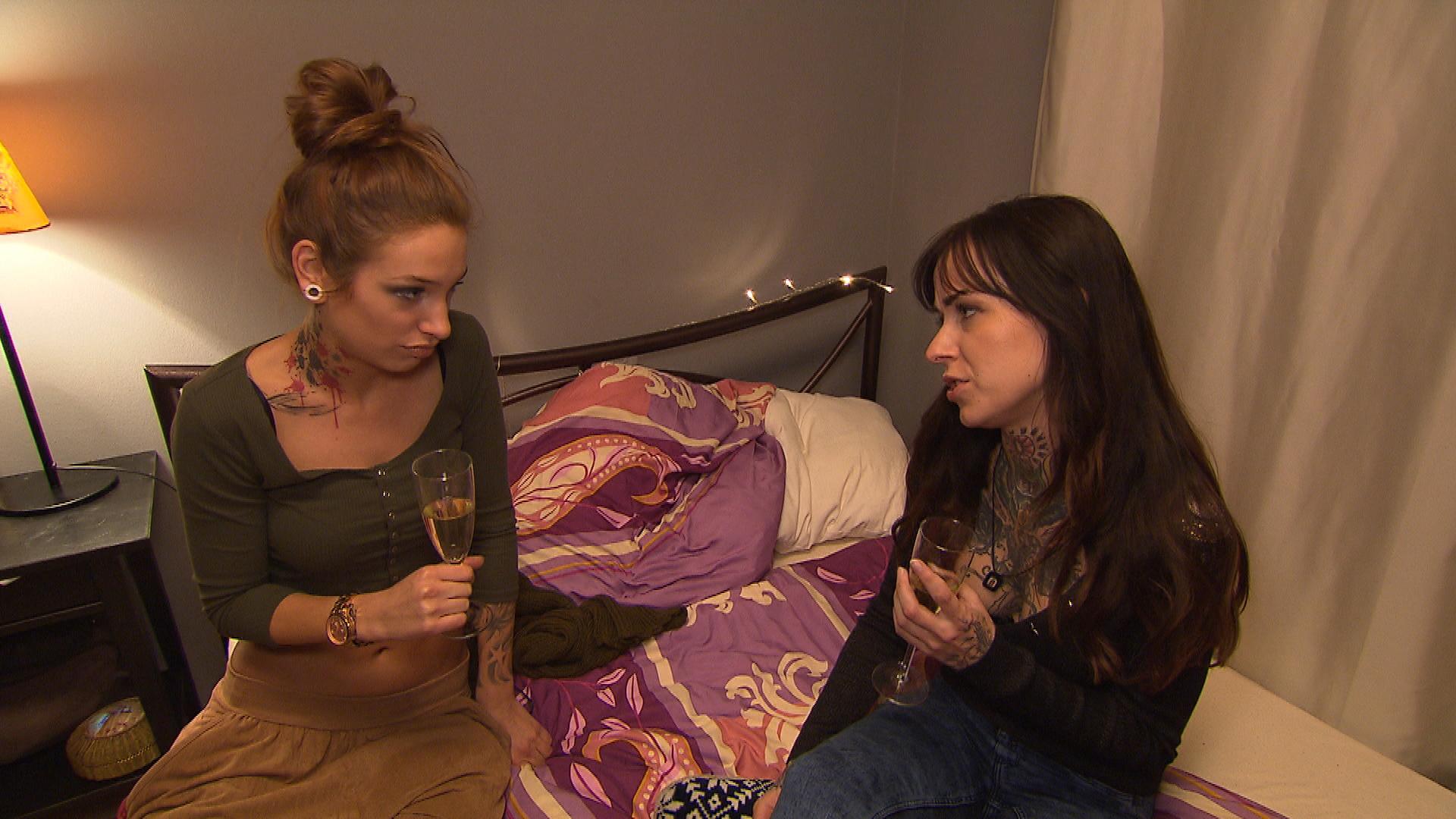 Milla plant eine Überraschungsparty zu Caros Geburtstag. Damit diese von den Planungen nichts merkt, lenkt Milla sie mit einer Shoppingtour ab. Doch dann kommt es zum Streit. (Quelle: RTL 2)