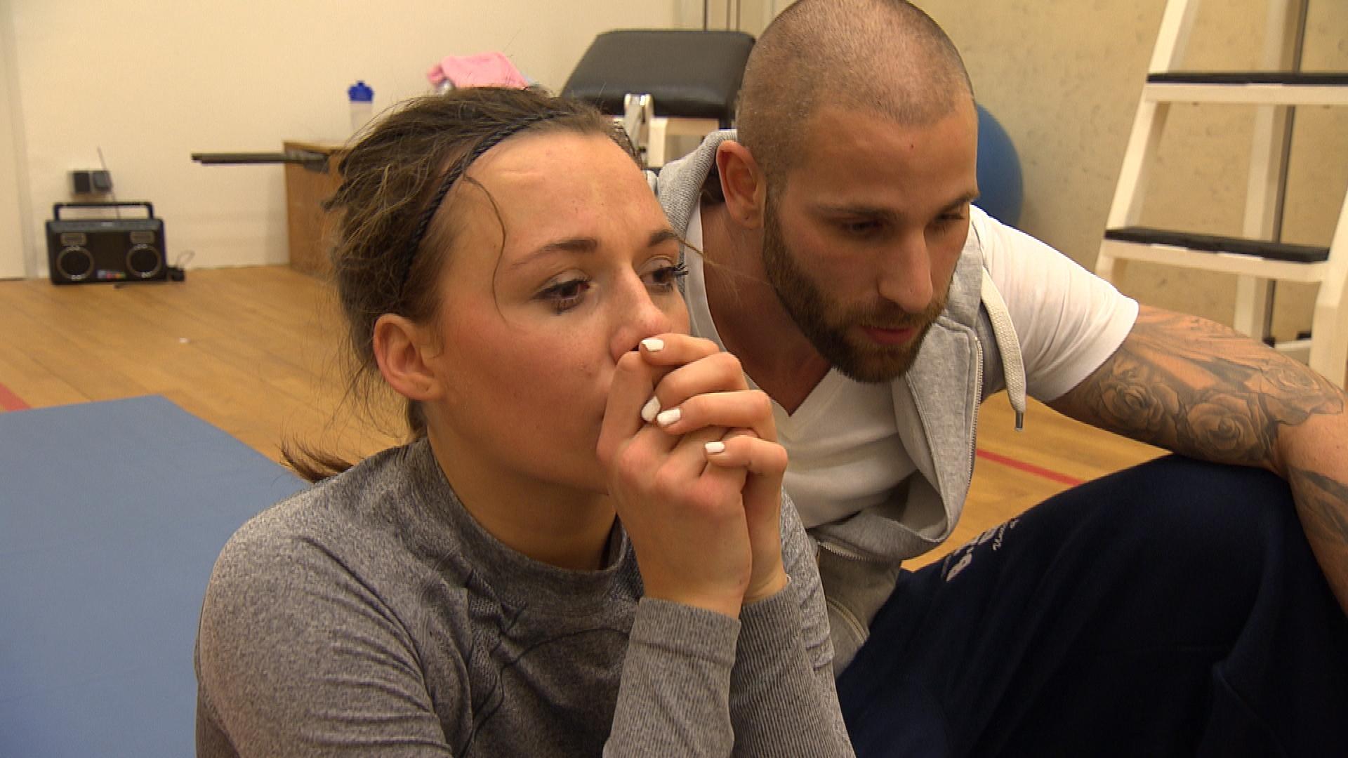 Anna hat sich über das verlängerte Wochenende im Trainingscamp eingeredet, dass sie auch ohne Chantal gut klarkommt. Doch als sie Chantal begegnet, wird ihr klar, dass das ein Trugschluss war. (Quelle: RTL 2)