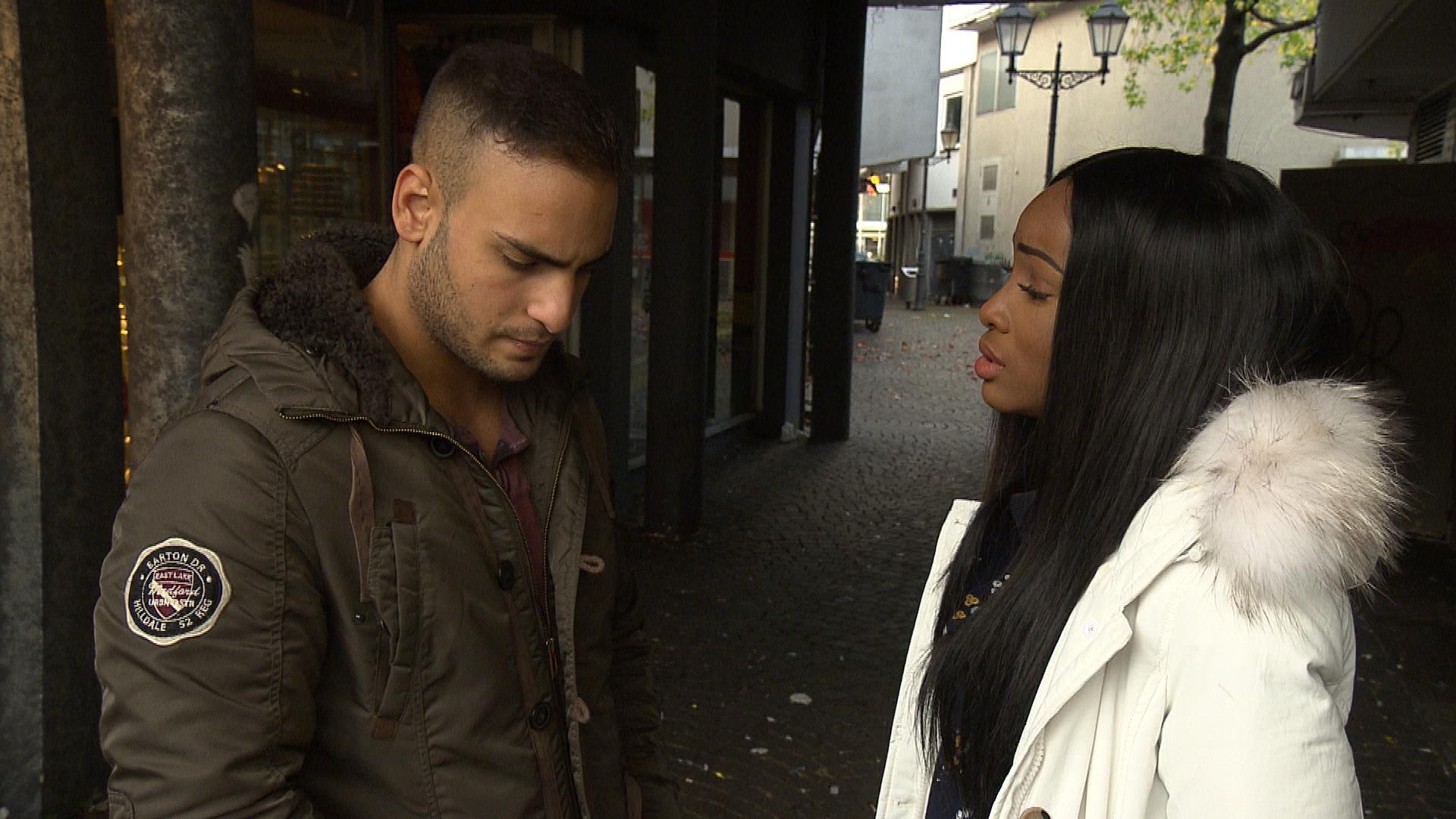 Cem will von Joleens Entschuldigungen nichts hören, er ist zu wütend über ihre Geheimnistuerei. Erst als sogar Michelle findet, dass seine Eifersucht auf Chris zu weit geht, kommt er ins Grübeln. (Quelle: RTL 2)