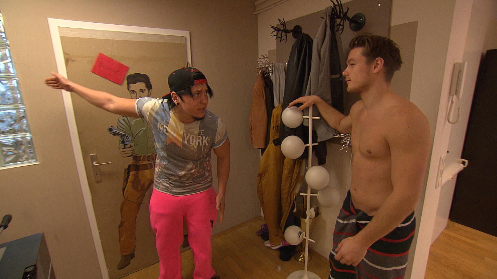 Kevin gerät mit Valentin über dessen ausschweifendes Partyleben in der WG in Streit. (Quelle: RTL 2)