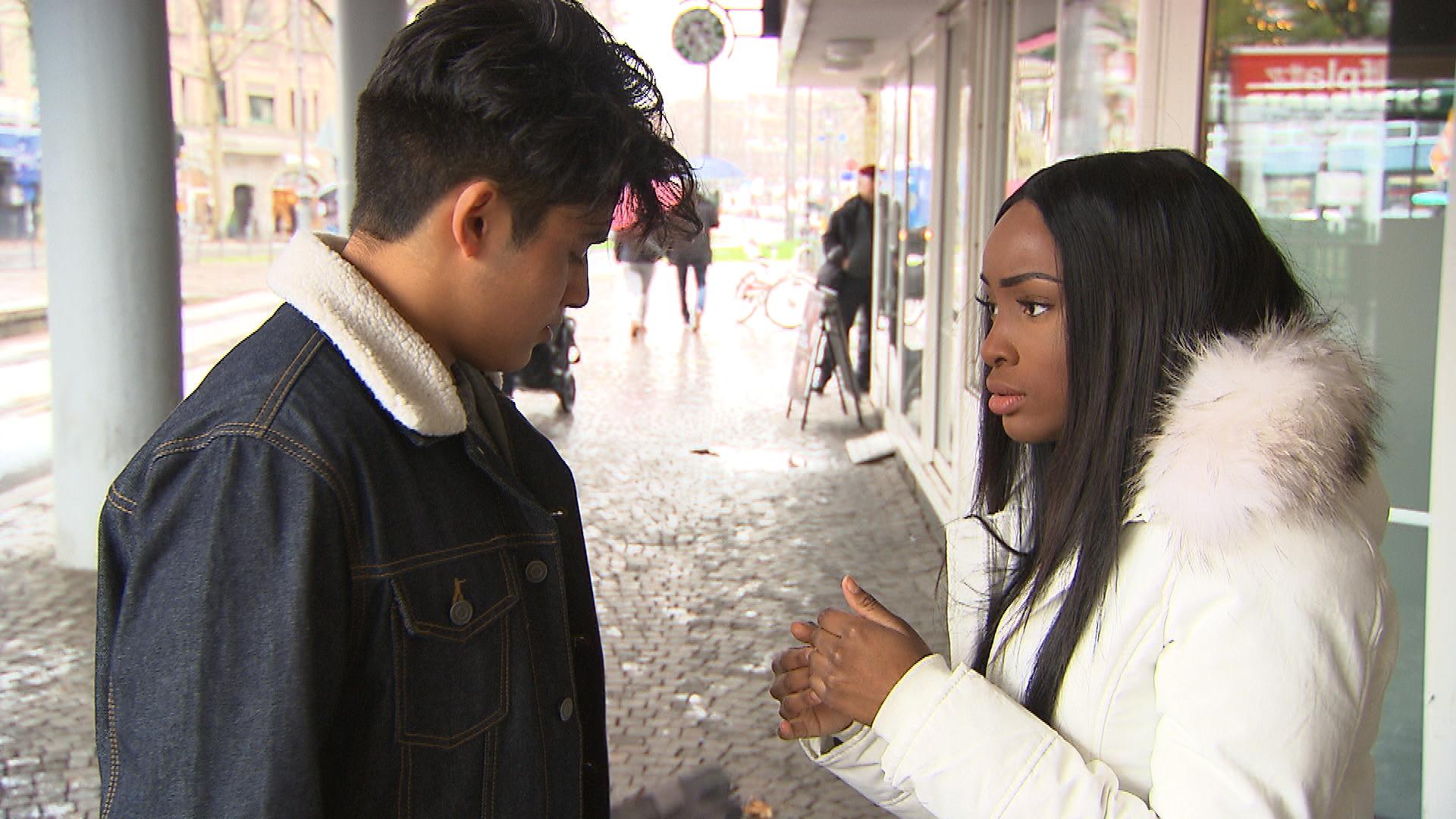 Als Yanick mit dem Gerücht konfrontiert wird, dass er etwas mit Michelle hat, lässt er sich verleiten zu prahlen. Da sich ein scheinbares Date mit Michelle jedoch nur als Arbeitsauftrag entpuppt, wollen ihm Paul und Rafa mit Tipps helfen, doch noch bei ihr zu landen. (Quelle: RTL 2)
