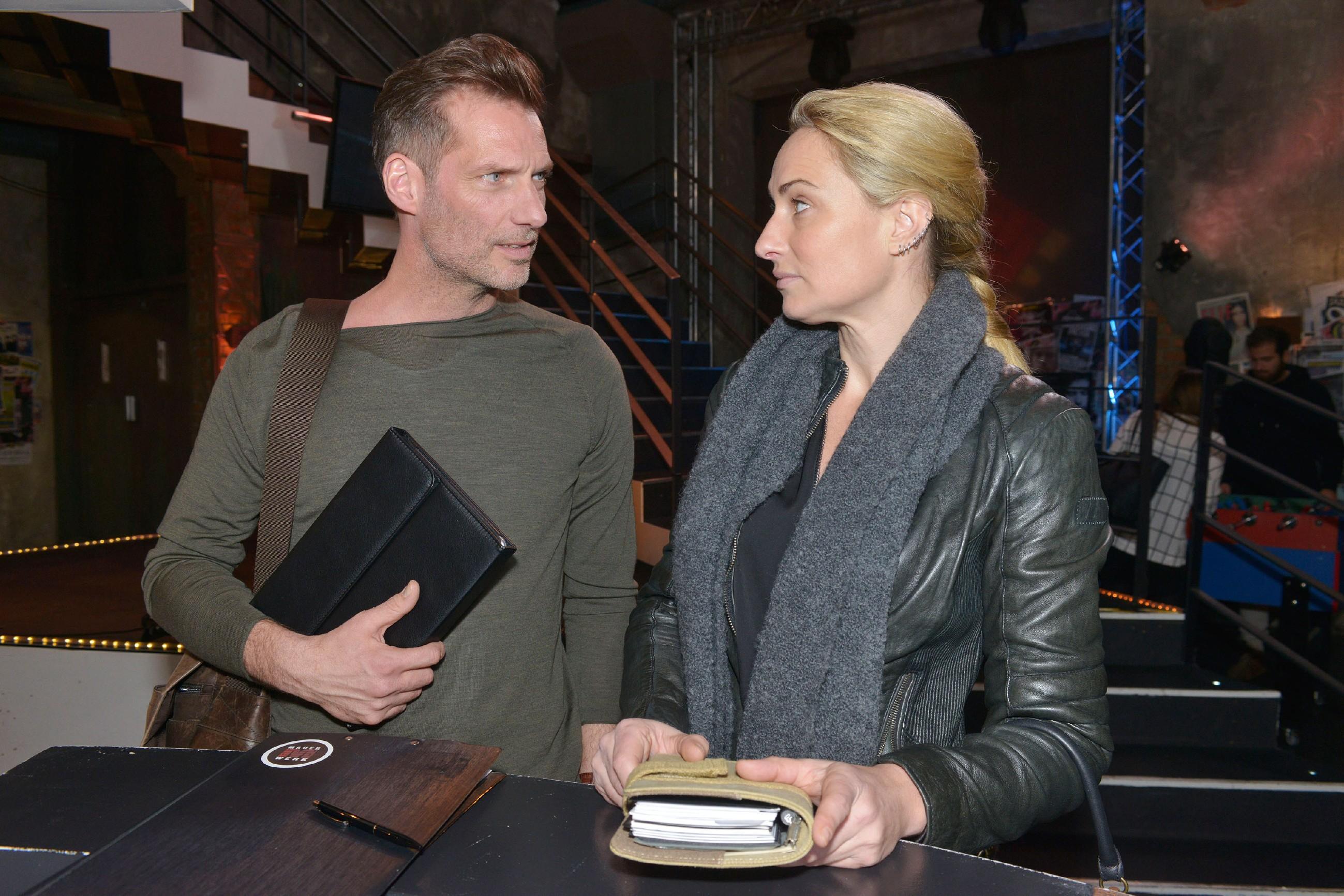 Alexander (Clemens Löhr) und Maren (Eva Mona Rodekirchen) sind sich einig, es mit ihrer Beziehung langsam angehen zu lassen. (Quelle: RTL / Rolf Baumgartner)