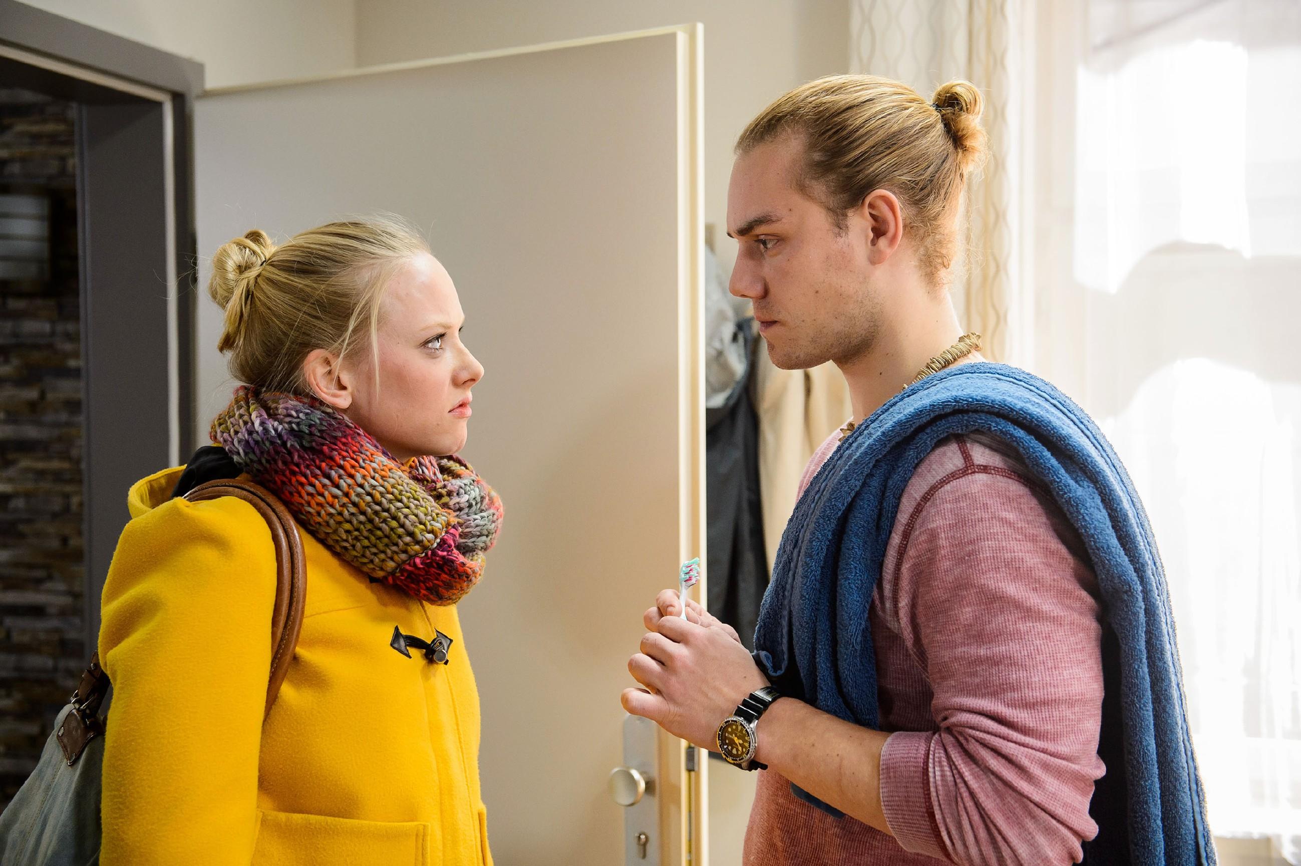 Marie (Judith Neumann) hat ihr Training abgebrochen und stellt Leo (Julian Bayer) tief verletzt zur Rede: Hat er tatsächlich mit Michelle geschlafen? (Quelle: RTL / Willi Weber)