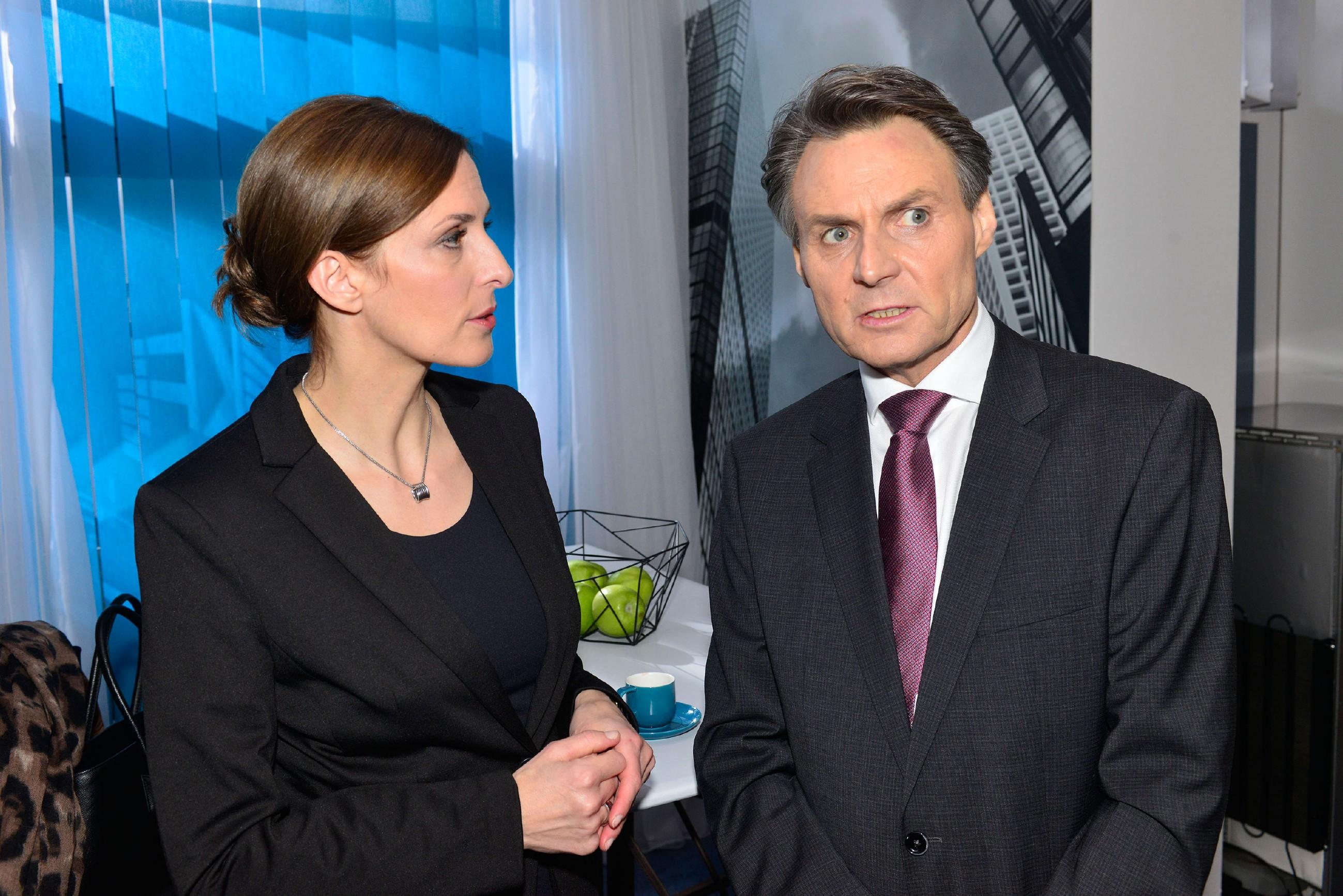 Katrin (Ulrike Frank) und Gerner (Wolfgang Bahro) erkennen, dass sie David in Lebensgefahr gebracht haben... (Quelle: RTL / Rolf Baumgartner)