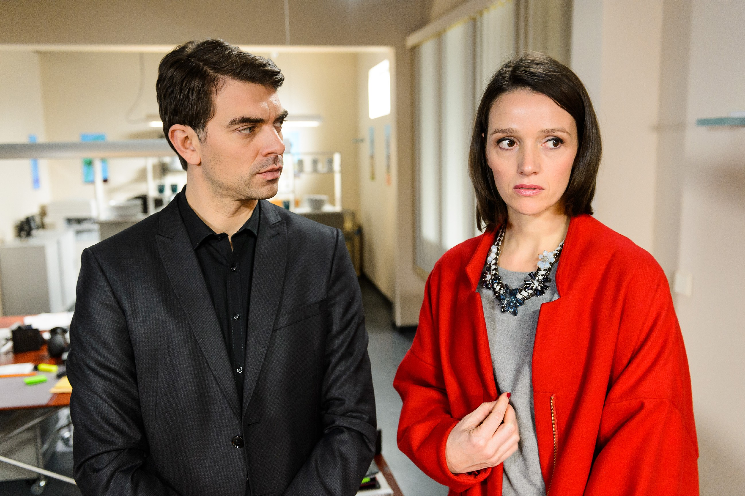Jenny (Kaja Schmidt-Tychsen) beschließt, sich auf eine unheilige Allianz mit Veit (Carsten Clemens) einzulassen. (Quelle: RTL / Willi Weber)
